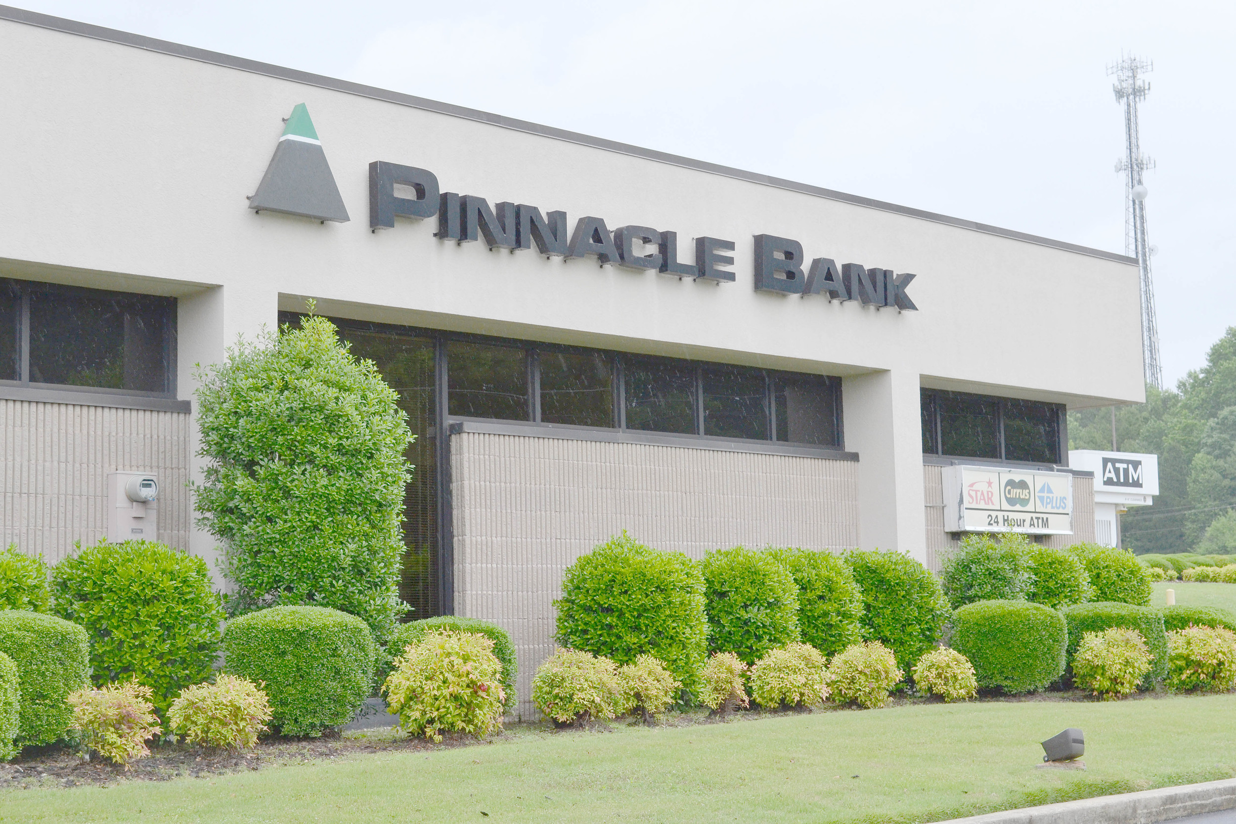The Jasper Mall branch of Pinnacle Bank will soon be closing, bank officials announced this week. A new drive-through branch will be opening on Highway 118 later this year. Daily Mountain Eagle - Ed Howell