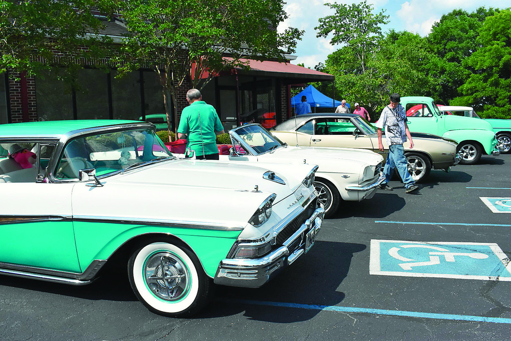 Jasper's First Baptist Church held its second annual community cruise-in and cookout at the church parking lot on Sunday, with cars, food and children inflatables.