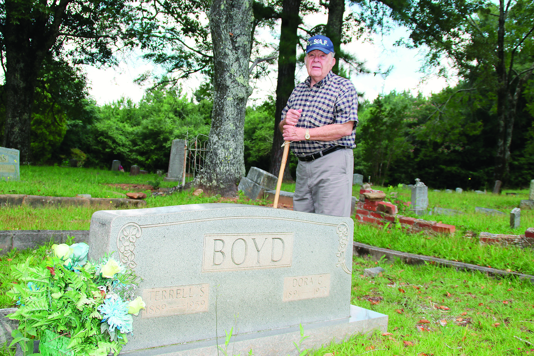 Gravlee finds history in cemeteries | Daily Mountain Eagle on