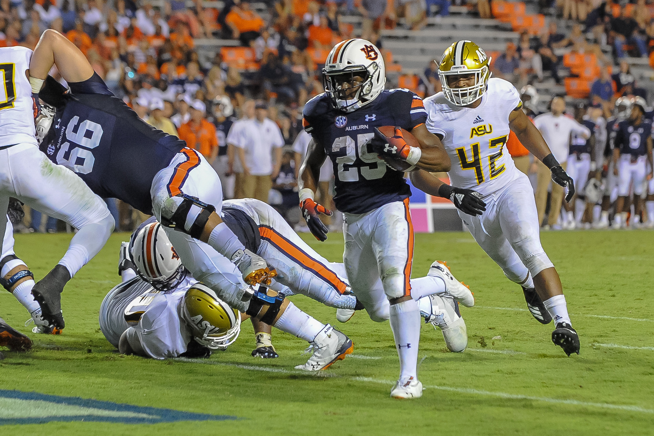 Auburn Tigers running back Shaun Shivers (25) scores a touchdown during the second half of Saturday's game, at Jordan Hare Stadium in Auburn Atlanta. (Contributed by Jeff Johnsey)