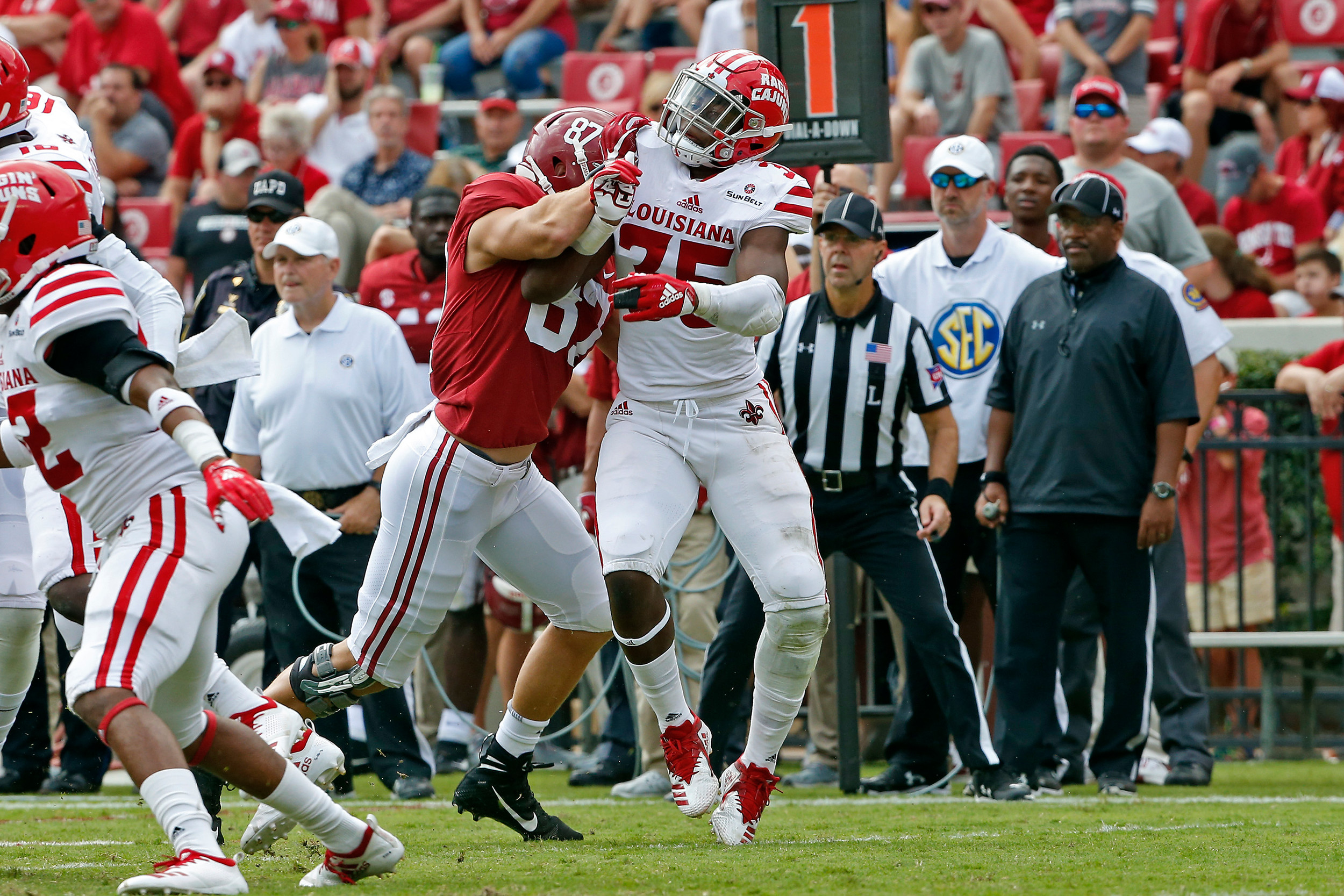 Alabama Crimson Tide tight end Miller Forristall (87) makes a block at Bryant-Denny Stadium in Tuscaloosa, Al on September 29, 2018. Jason Clark / Daily Mountain Eagle