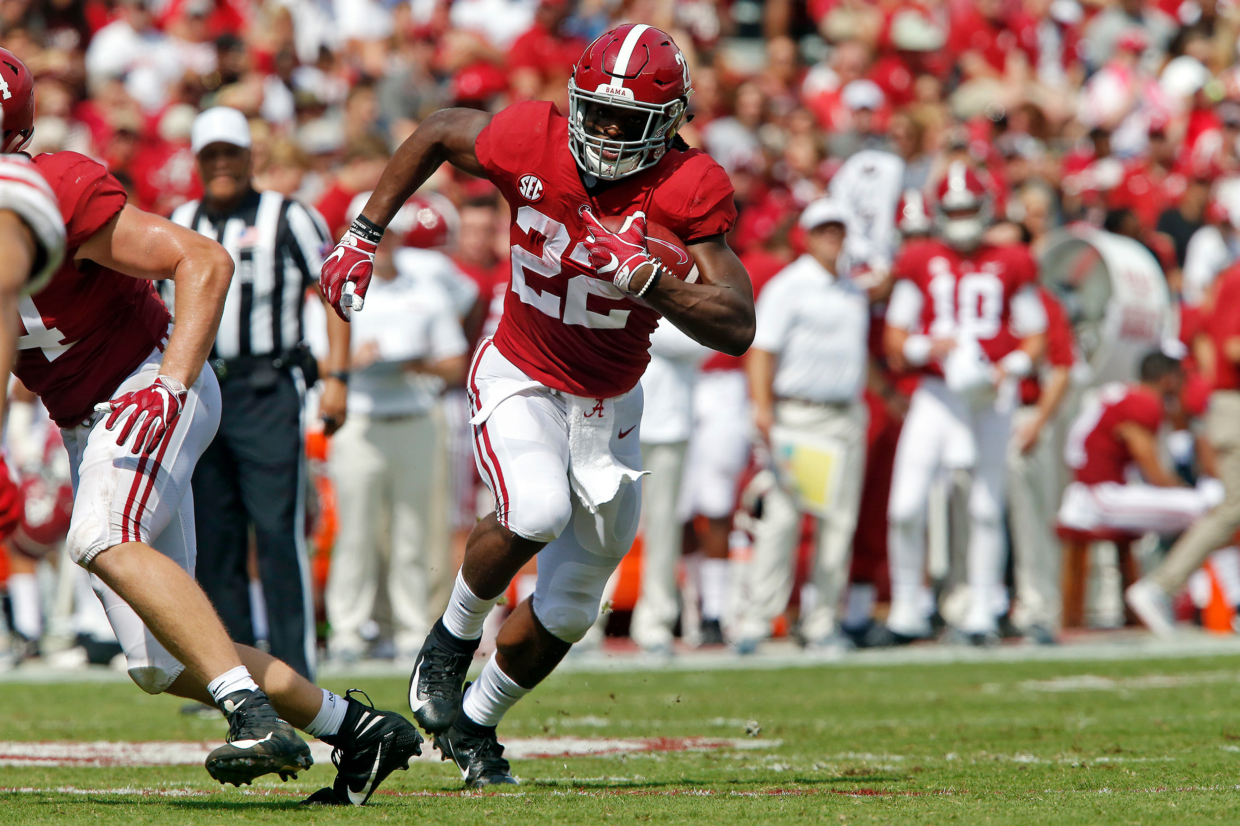 Alabama Crimson Tide running back Najee Harris (22) rushes for a first down at Bryant-Denny Stadium in Tuscaloosa, Al on September 29, 2018. Jason Clark / Daily Mountain Eagle