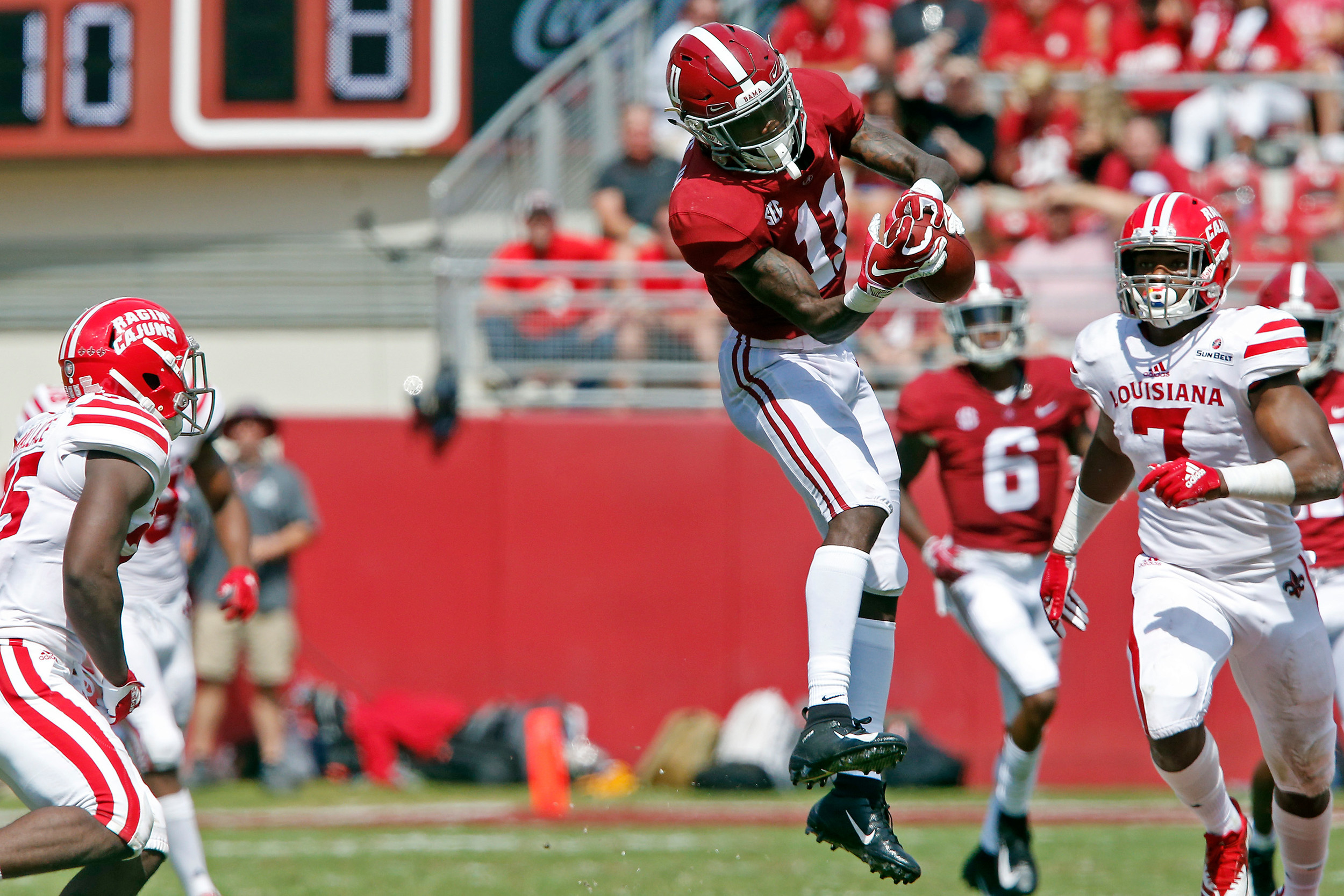 Alabama Crimson Tide wide receiver Henry Ruggs III (11) makes a reception at Bryant-Denny Stadium in Tuscaloosa, Al on September 29, 2018. Jason Clark / Daily Mountain Eagle
