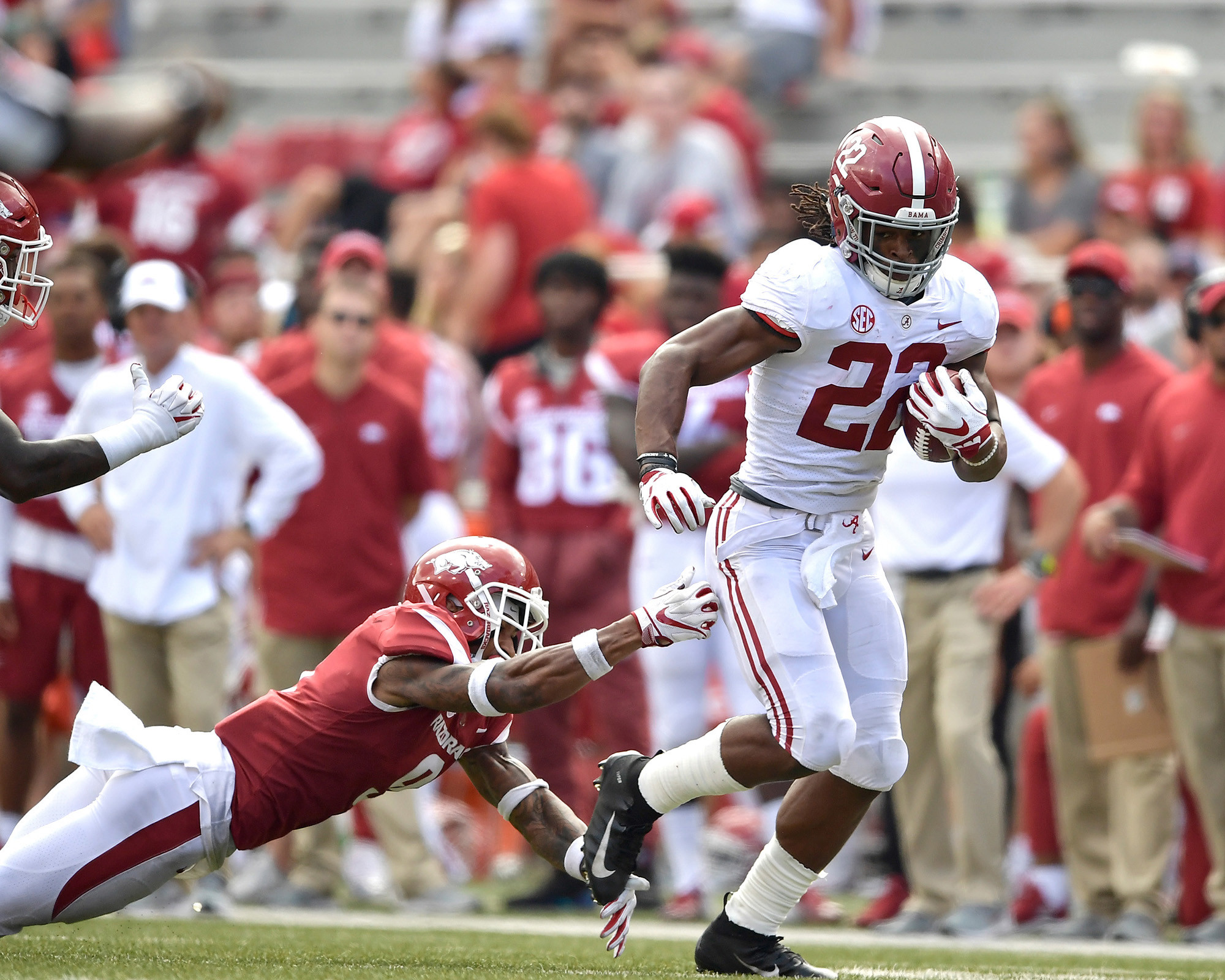Alabama Crimson Tide running back Najee Harris (22) with a carry in the second half of the NCAA football game against the Arkansas Razorbacks at Razorback Stadium on Oct. 6, 2018, in Fayetteville, Ark. Alabama defeated Arkansas 65-31. (Photo by Lee Walls)