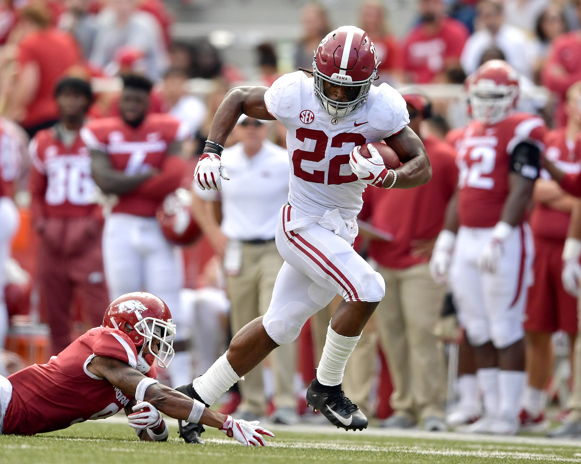 Alabama Crimson Tide running back Najee Harris (22) escapes a tackle in the second half of the NCAA football game against the Arkansas Razorbacks at Razorback Stadium on Oct. 6, 2018, in Fayetteville, Ark. Alabama defeated Arkansas 65-31. (Photo by Lee Walls)