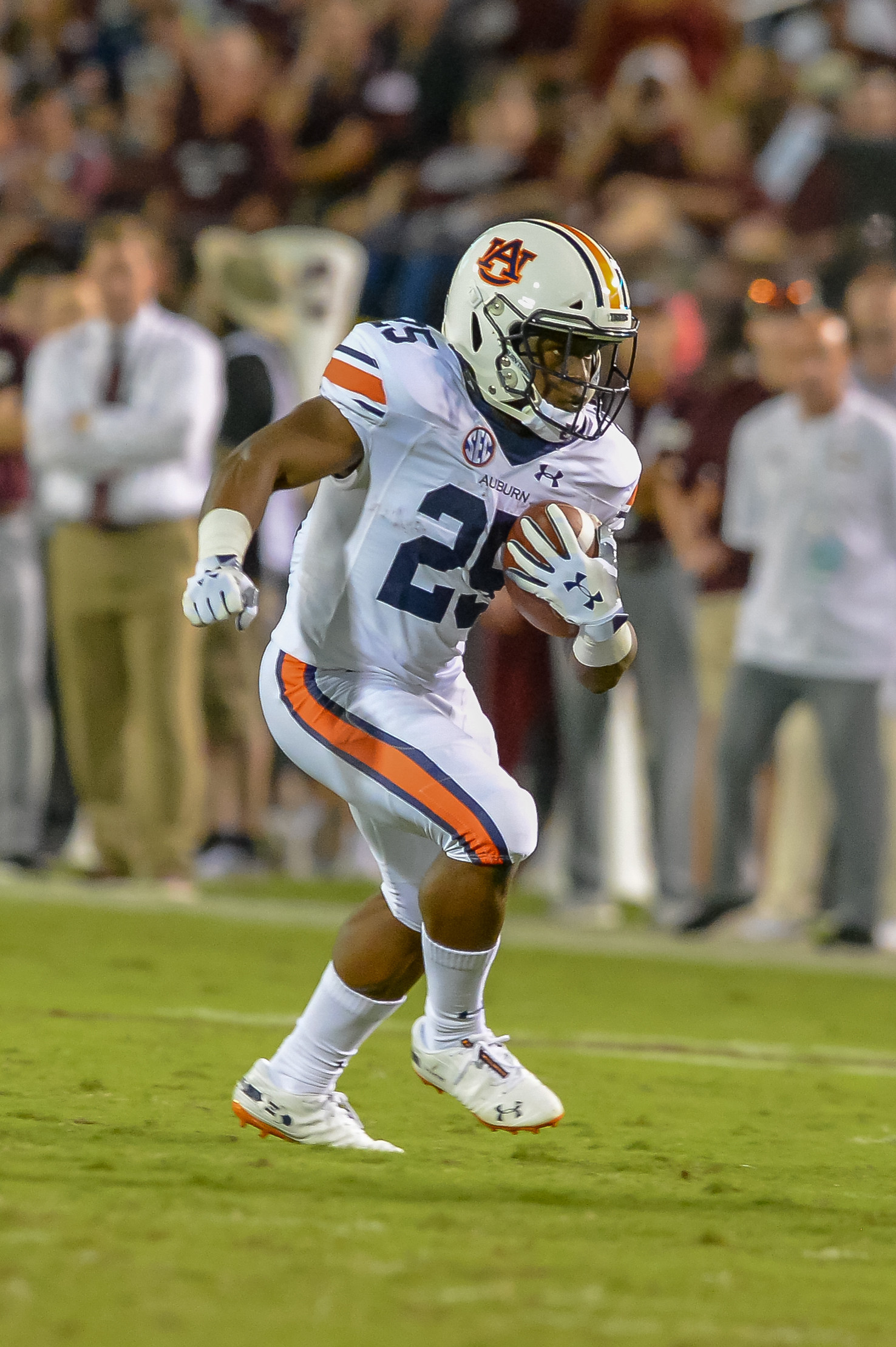 Auburn Tigers running back Shaun Shivers (25) runs during the first half of Saturday's game, at Davis Wade Stadium in Starkville, MS. Daily Mountain Eagle -  Jeff Johnsey