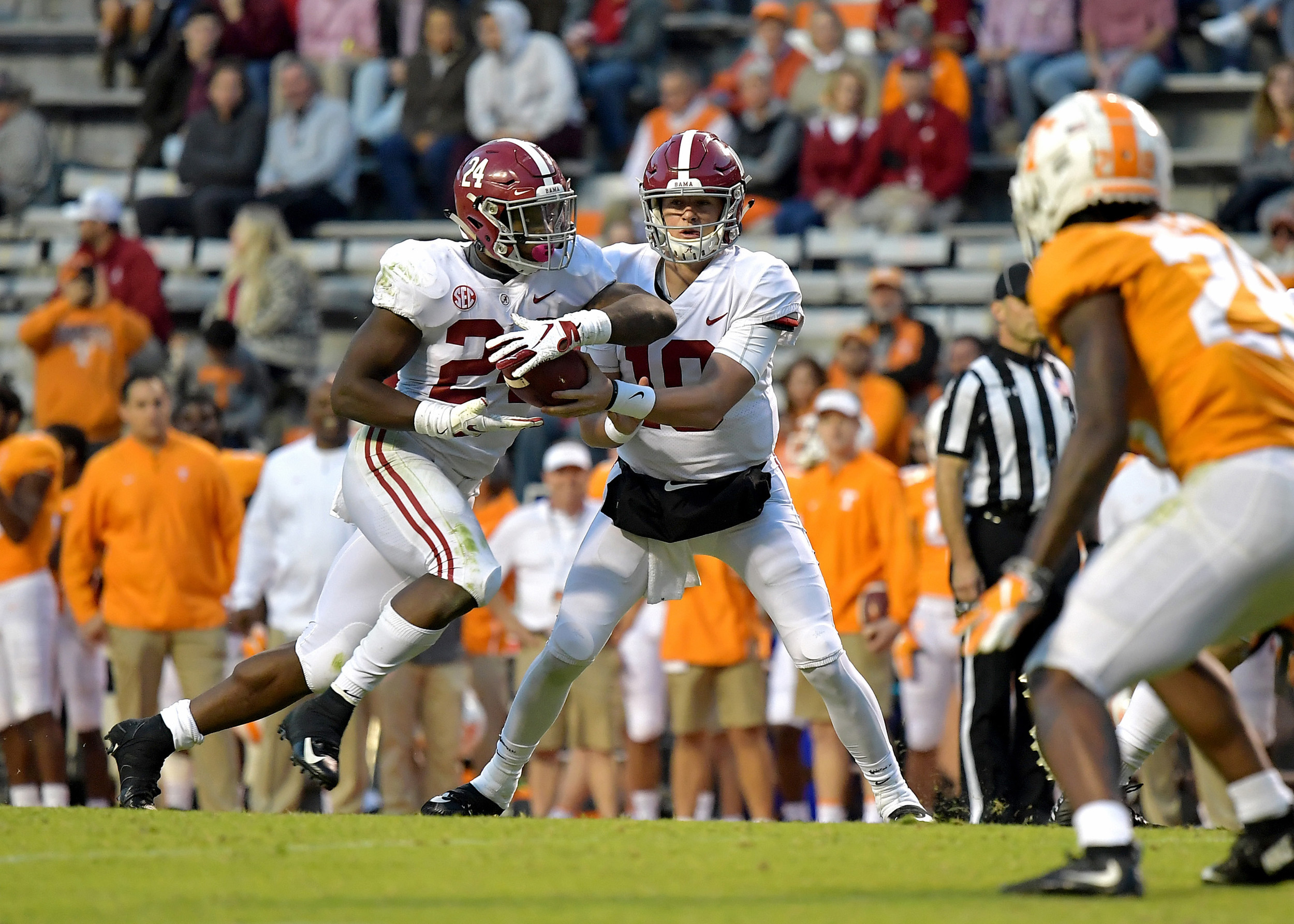 Alabama Crimson Tide quarterback Mac Jones (10) hands off the ball to running back Brian Robinson Jr. (24) late in the fourth quarter of the Alabama at Tennessee NCAA football game on Saturday, Oct. 20, 2018, at Neyland Stadium in Knoxville. Tenn. Alabama wins 58-21. (Photo by Lee Walls)