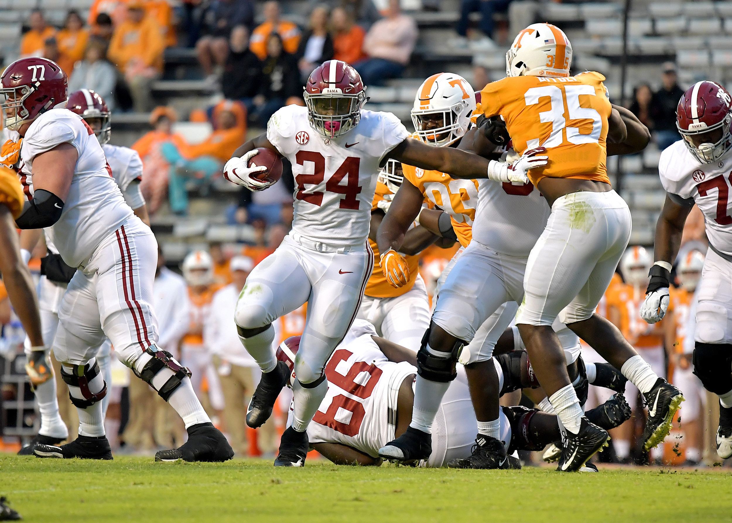 Alabama Crimson Tide running back Brian Robinson Jr. (24) with a carry in the fourth quarter of the Alabama at Tennessee NCAA football game on Saturday, Oct. 20, 2018, at Neyland Stadium in Knoxville. Tenn. Alabama wins 58-21. (Photo by Lee Walls)