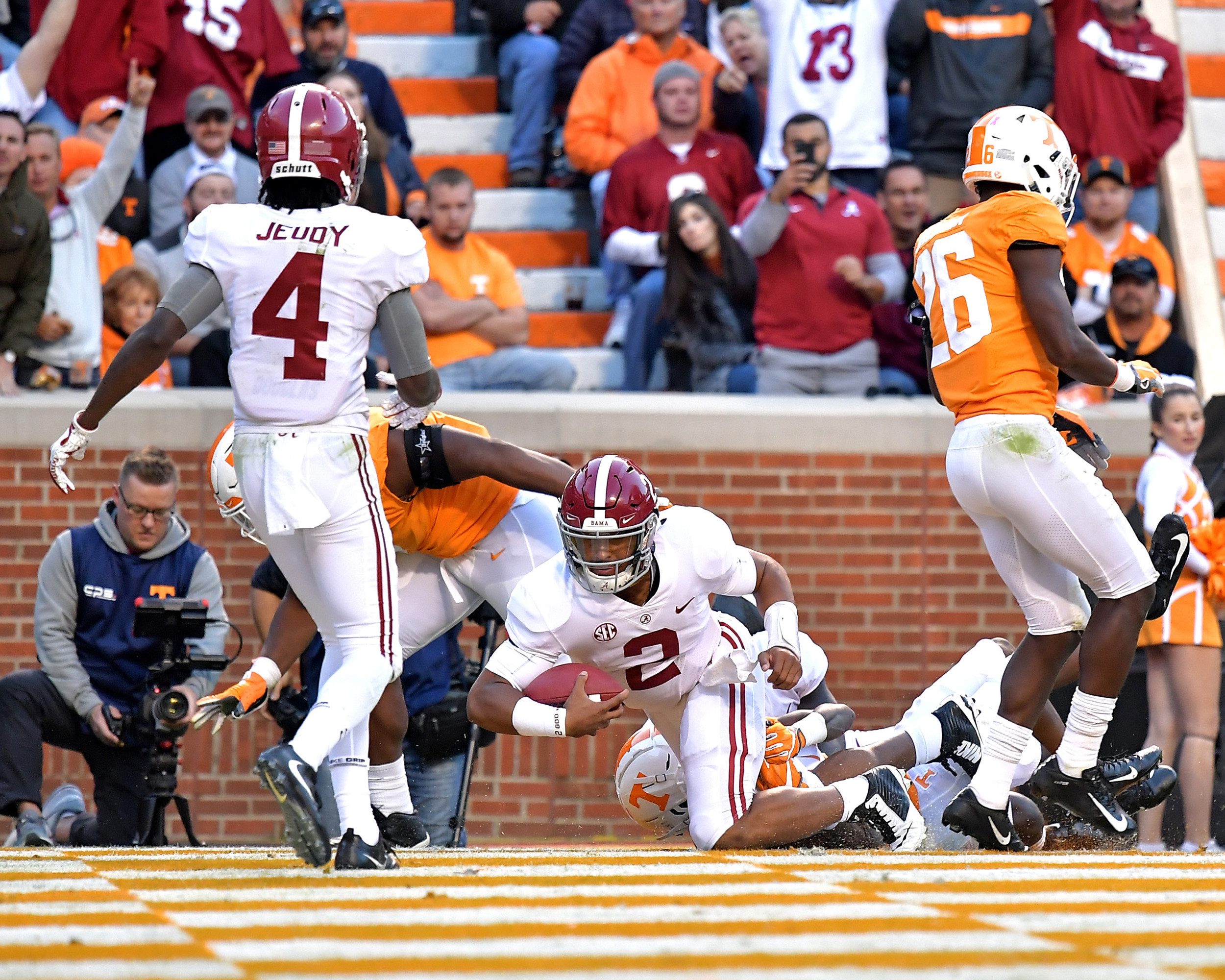 Alabama Crimson Tide quarterback Jalen Hurts (2) with a keeper for a touchdown in the third quarter of the Alabama at Tennessee NCAA football game on Saturday, Oct. 20, 2018, at Neyland Stadium in Knoxville. Tenn. Alabama wins 58-21. (Photo by Lee Walls)