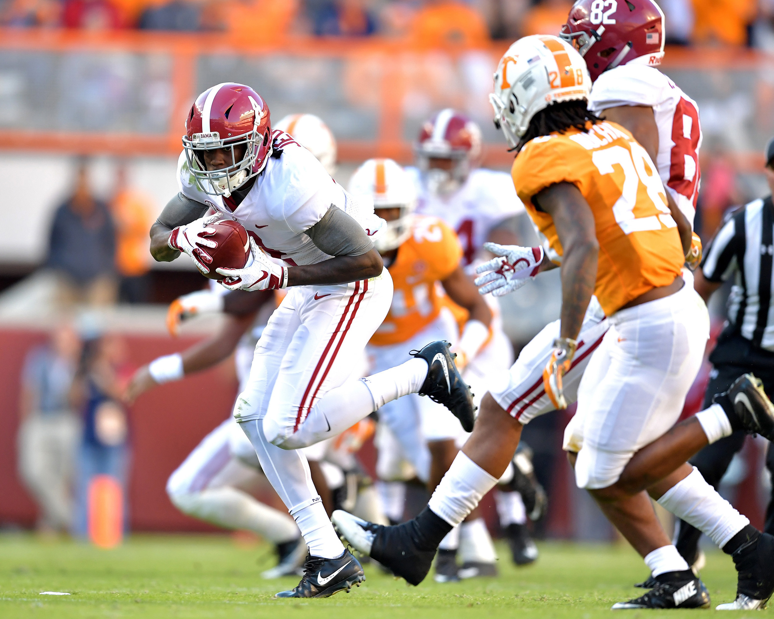 Alabama Crimson Tide wide receiver Jerry Jeudy (4) with a catch on a crossing route in the second quarter of the Alabama at Tennessee NCAA football game on Saturday, Oct. 20, 2018, at Neyland Stadium in Knoxville. Tenn. Alabama wins 58-21. (Photo by Lee Walls)