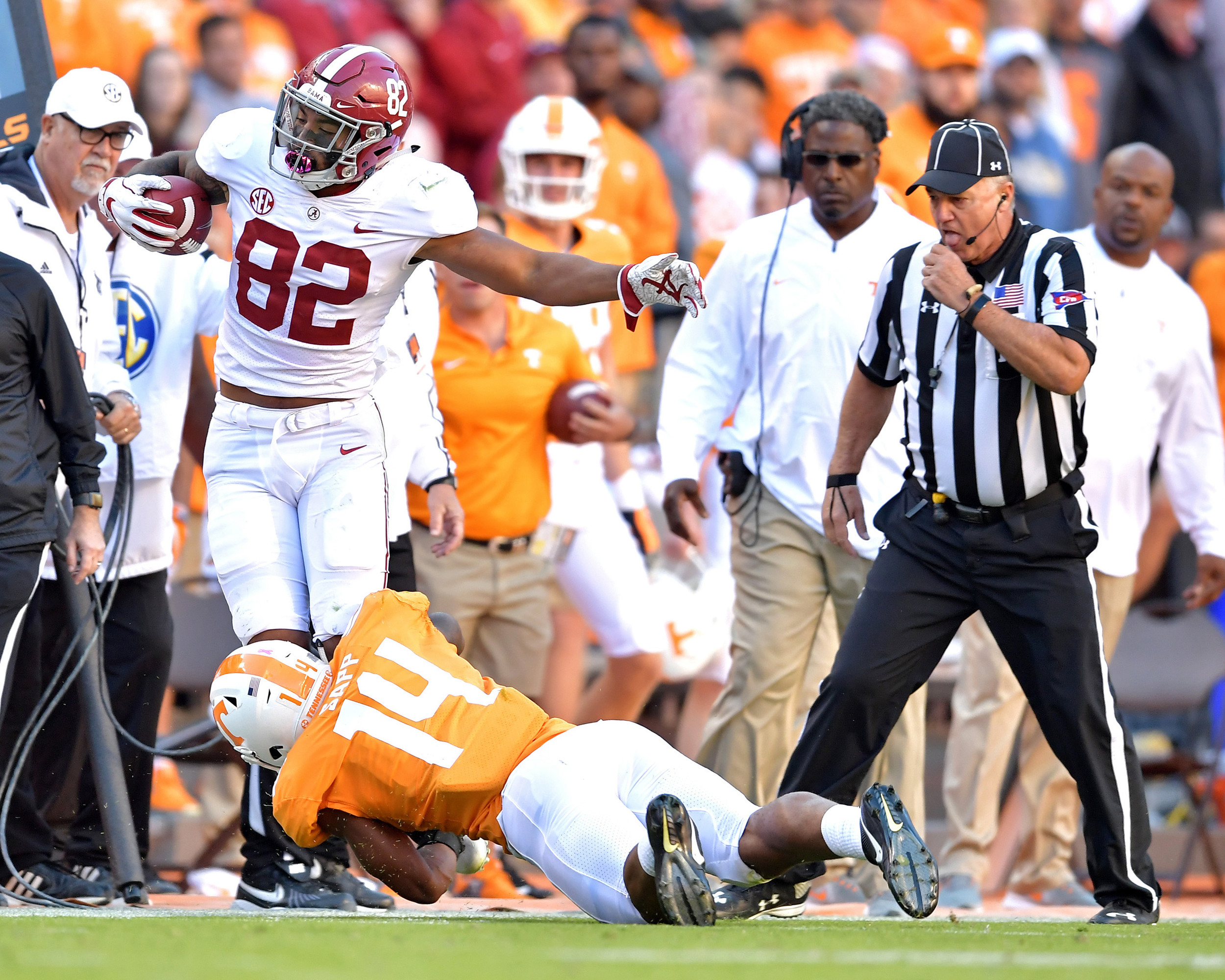 Alabama Crimson Tide tight end Irv Smith Jr. (82) is tackled by Tennessee Volunteers linebacker Quart'e Sapp (14) in the second quarter of the NCAA football game on Saturday, Oct. 20, 2018, at Neyland Stadium in Knoxville. Tenn. Alabama wins 58-21. (Photo by Lee Walls)