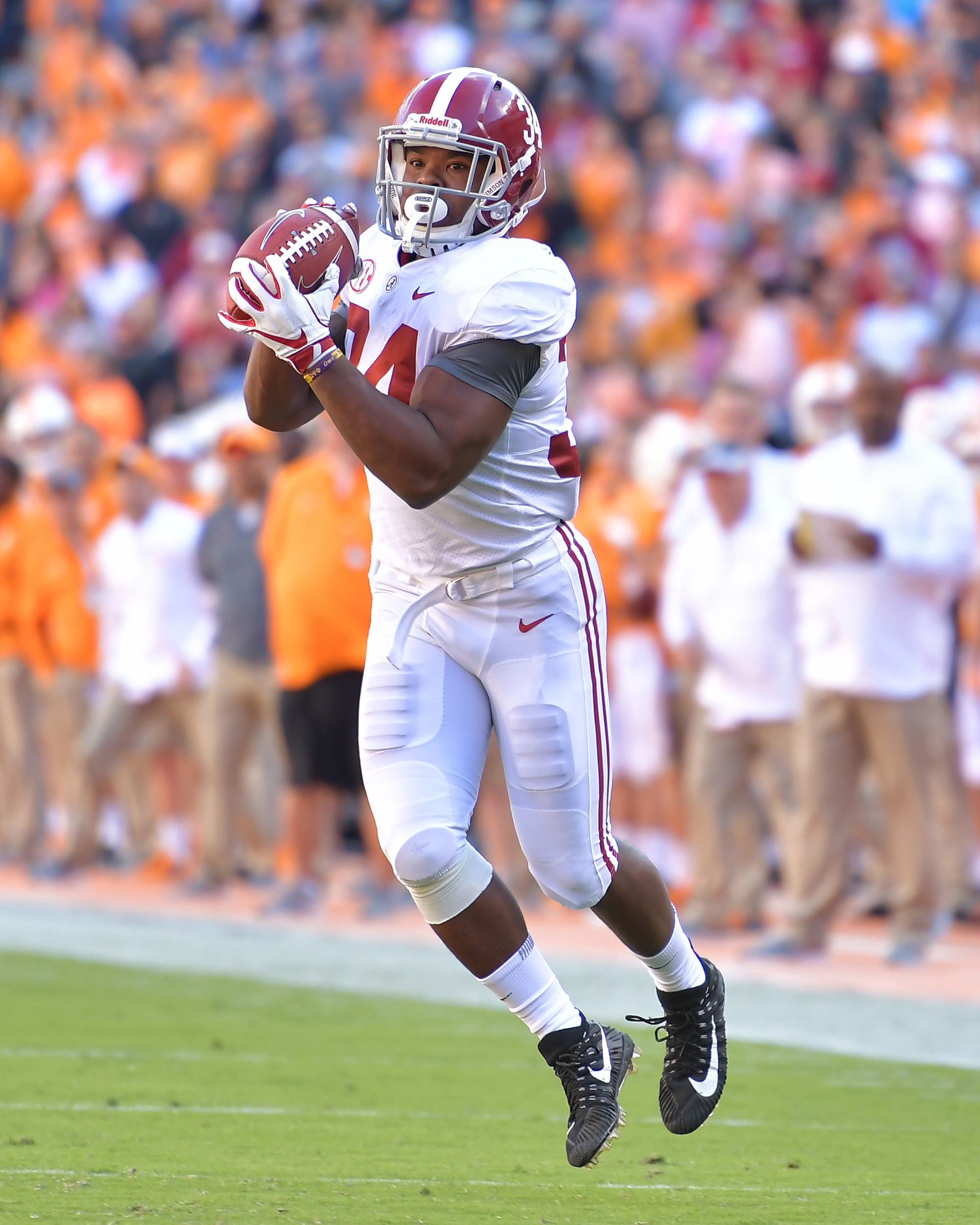 Alabama Crimson Tide running back Damien Harris (34) with a catch in the first half of the Alabama at Tennessee NCAA football game on Saturday, Oct. 20, 2018, at Neyland Stadium in Knoxville. Tenn. Alabama wins 58-21. (Photo by Lee Walls)
