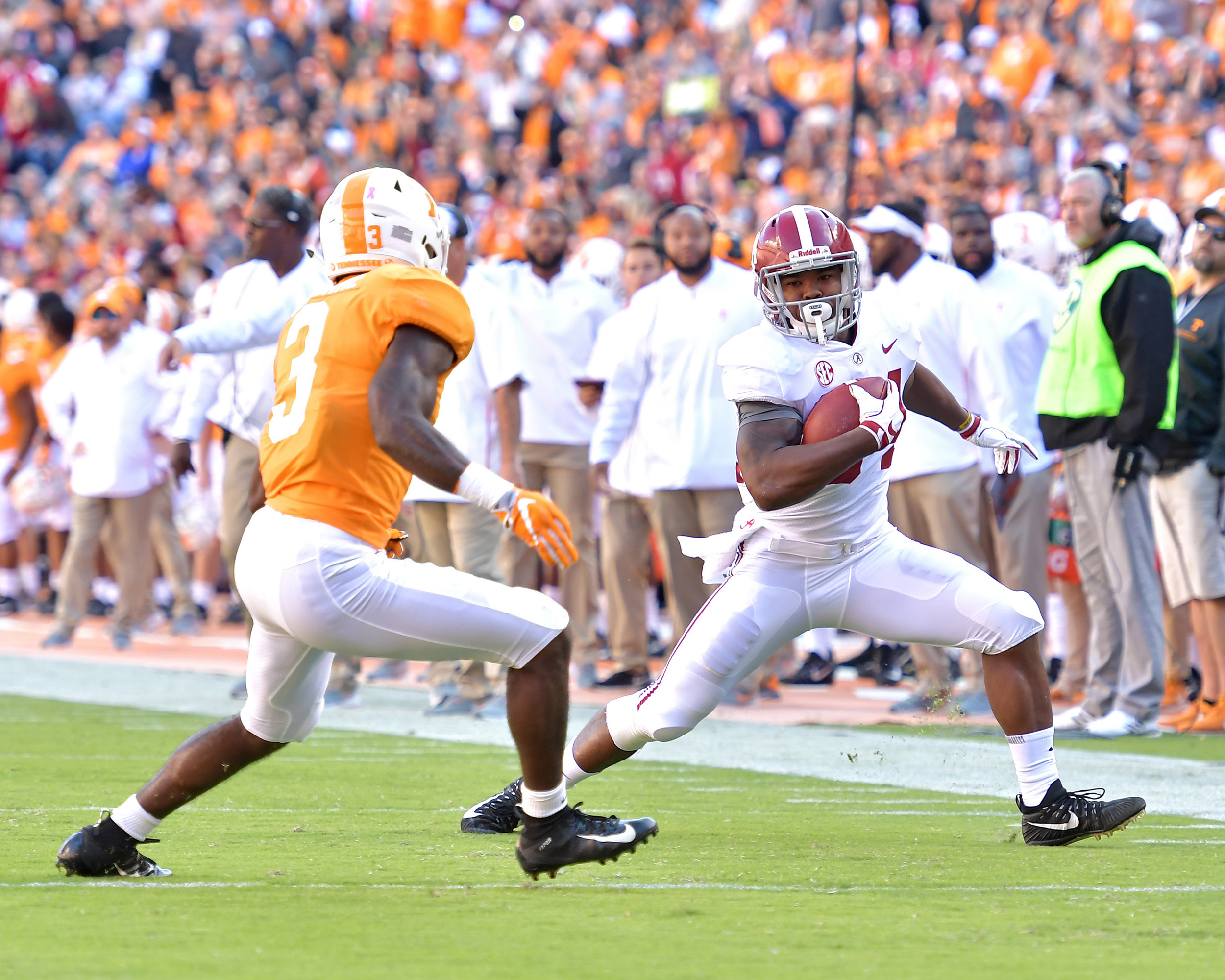 Alabama Crimson Tide running back Damien Harris (34) tries to elude Tennessee Volunteers defensive back Marquill Osborne (3) after a catch in the first half of the NCAA football game on Saturday, Oct. 20, 2018, at Neyland Stadium in Knoxville. Tenn. Alabama wins 58-21. (Photo by Lee Walls)