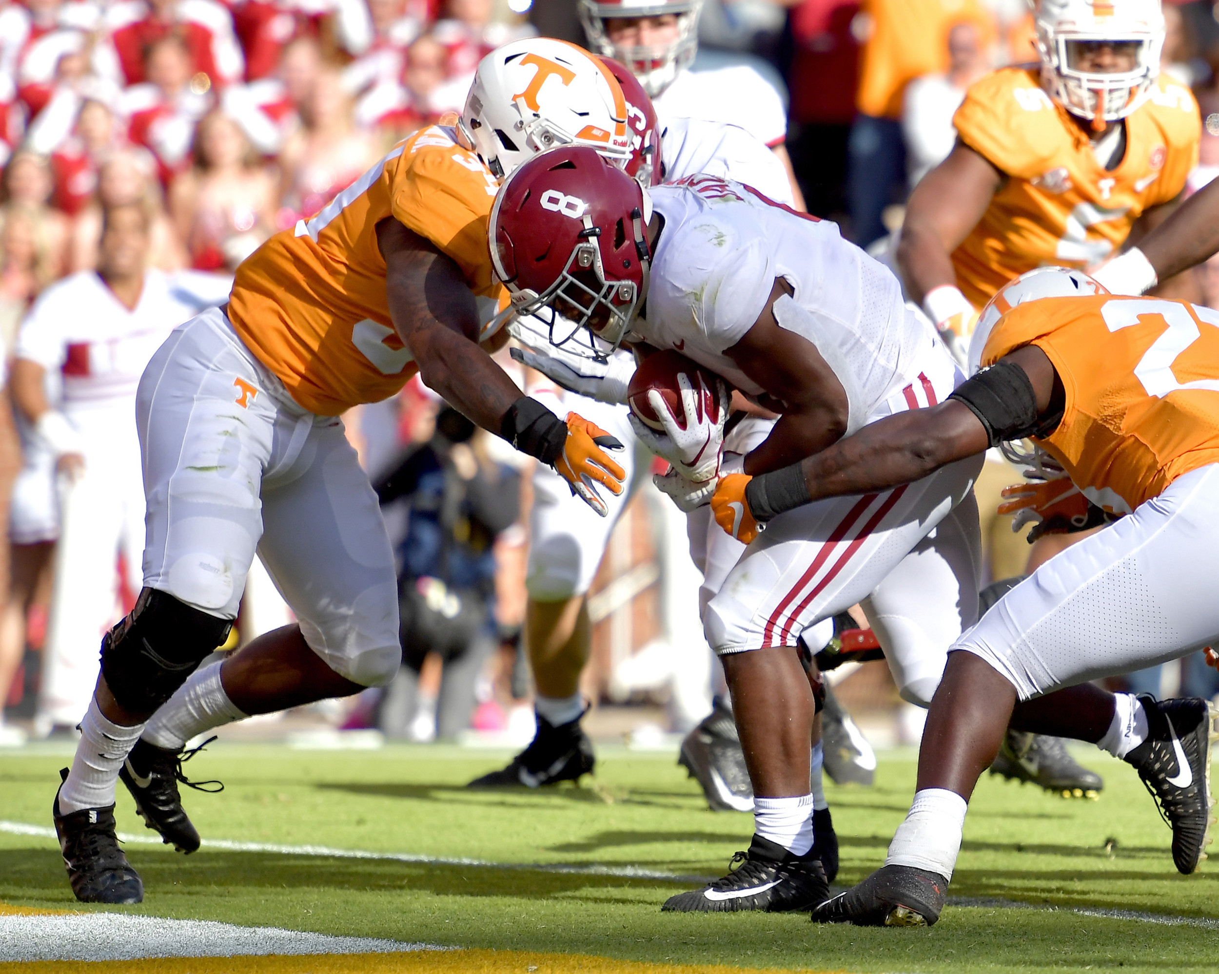 Alabama Crimson Tide running back Josh Jacobs (8) with a carry for touchdown in the ]first half of the Alabama at Tennessee NCAA football game on Saturday, Oct. 20, 2018, at Neyland Stadium in Knoxville. Tenn. Alabama wins 58-21. (Photo by Lee Walls)