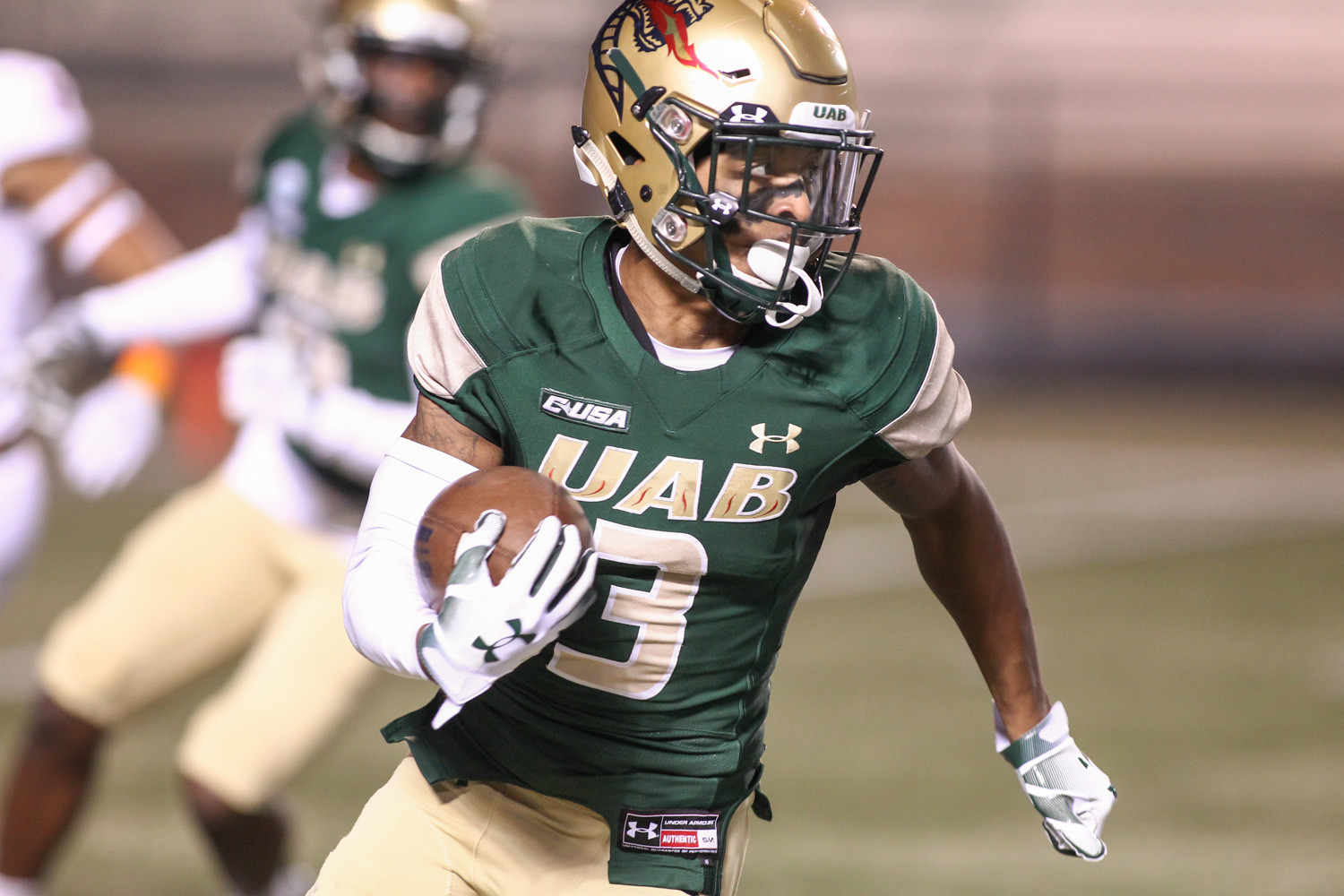UAB wide receiver Andre Wilson carries the ball during the opening kickoff against UTSA at Legion Field in Birmingham, Ala., Saturday, Nov. 3, 2018.