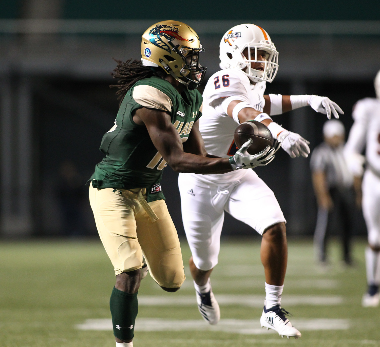 UAB wide receiver Kailon Carter catches a pass in front of UTSA cornerback Corey Mayfield Jr. and runs for a 1st quarter touchdown Legion Field in Birmingham, Ala., Saturday, Nov. 3, 2018.