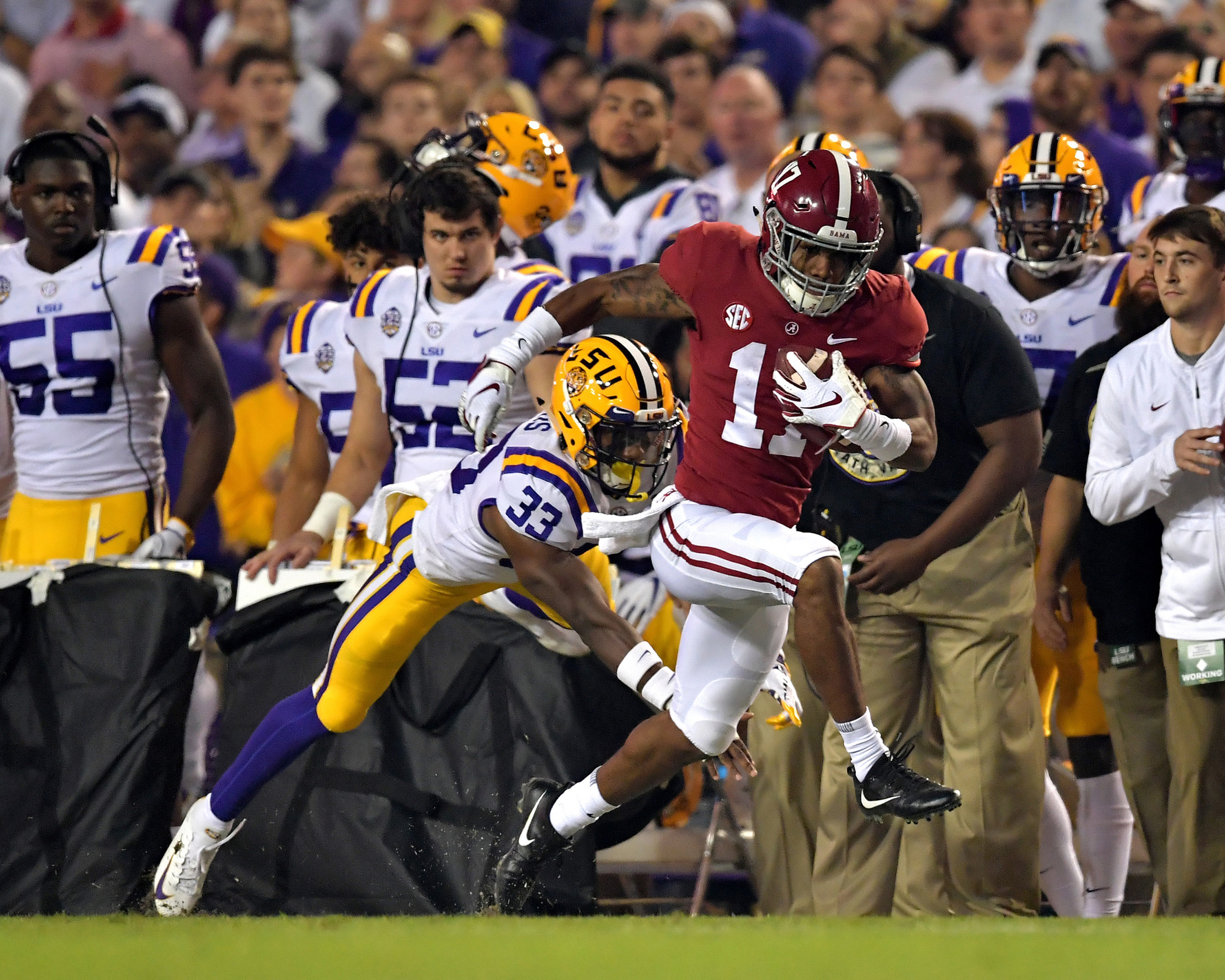 Alabama Crimson Tide wide receiver Jaylen Waddle (17) takes off down the sideline in the first half of an NCAA football game against the LSU Tigers Saturday, November 3, 2018, at Tiger Stadium in Baton Rouge, La. Alabama wins 29-0. (Photo by Lee Walls)