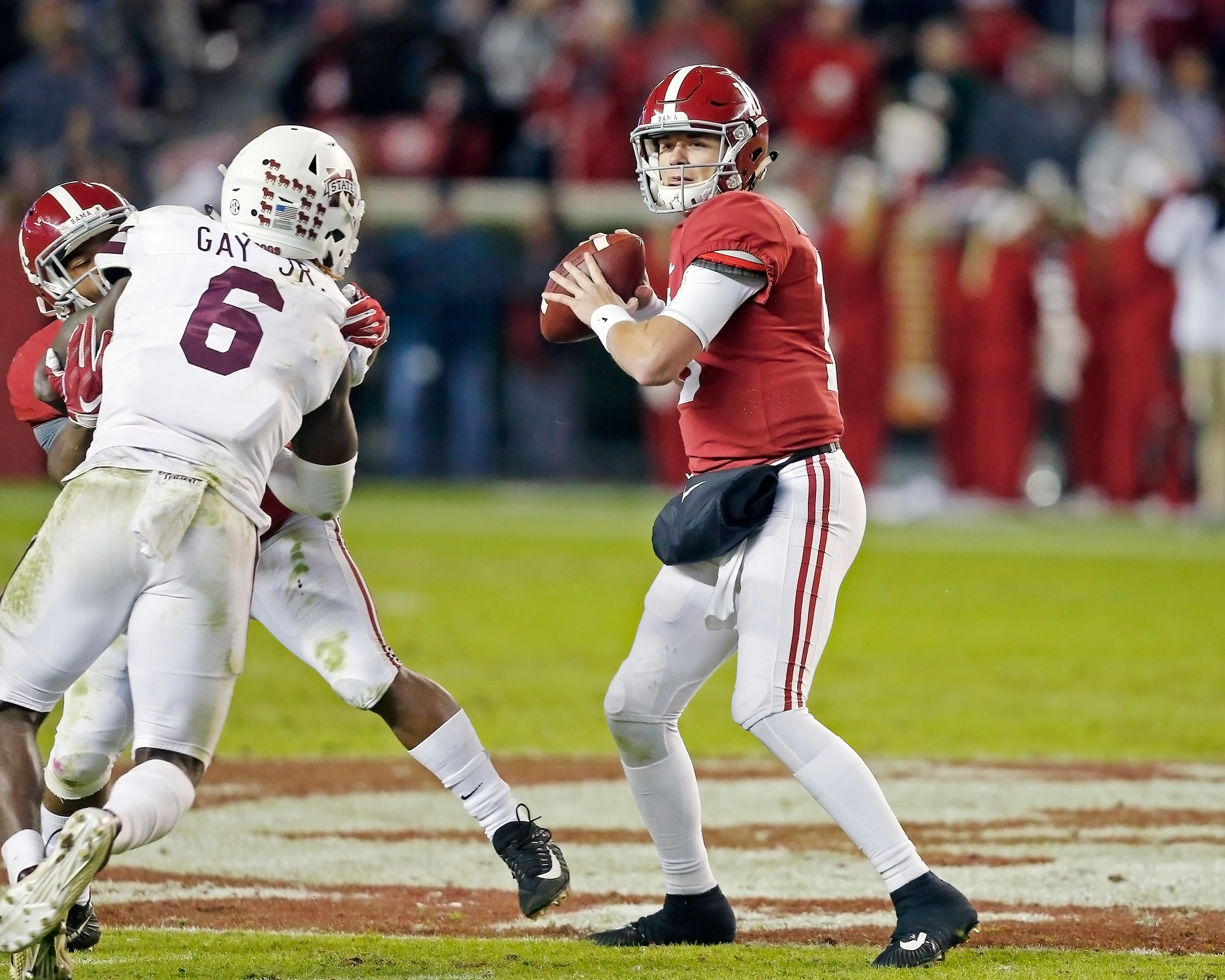 Alabama Crimson Tide quarterback Mac Jones (10) looks for a receiver during the second half of the game between Mississippi State and the University of Alabama at Bryant-Denny Stadium in Tuscaloosa, Al. Credit: Jason Clark / Daily Mountain Eagle