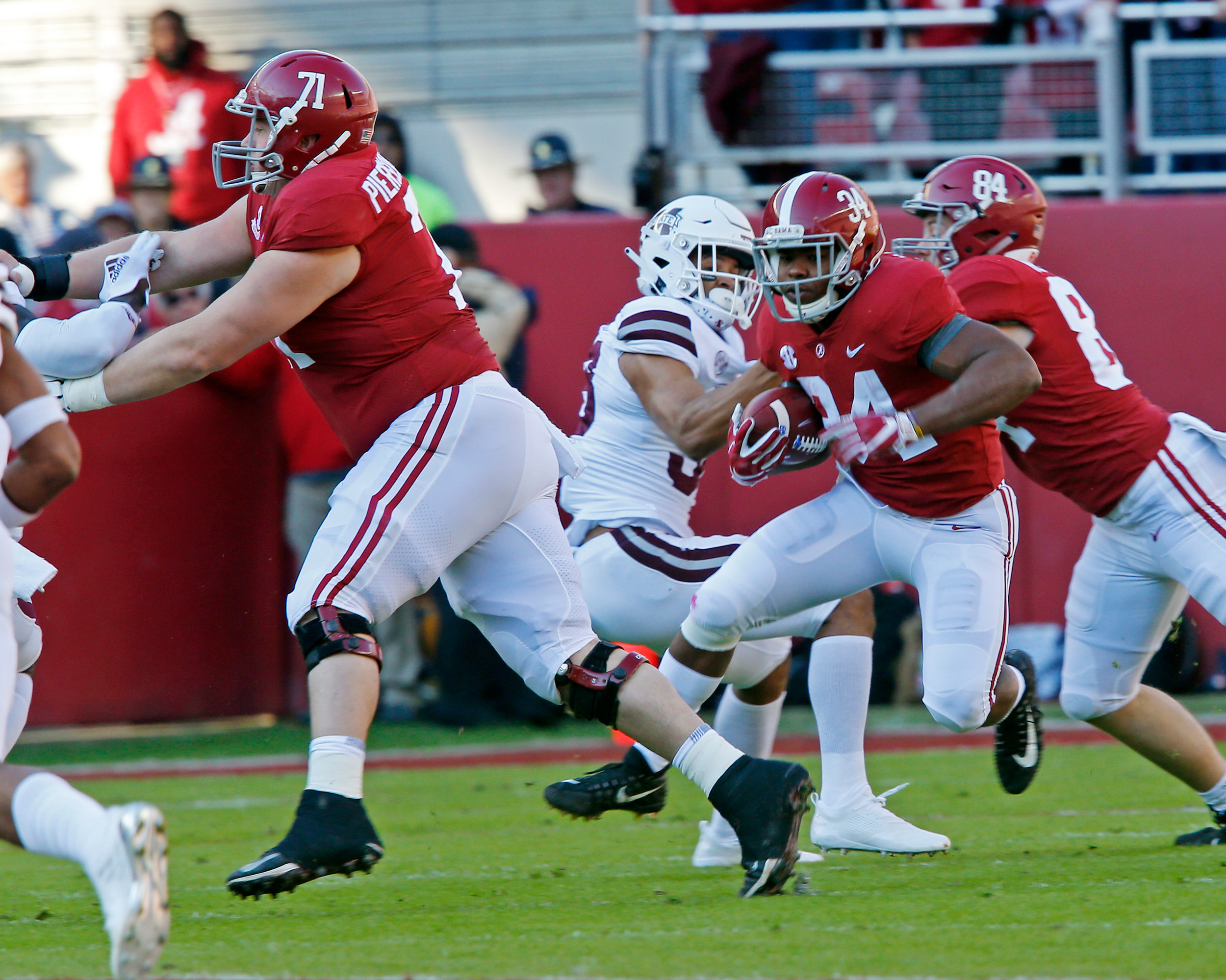Alabama Crimson Tide running back Damien Harris (34) rushes during the first quarter against Mississippi State. Credit: Jason Clark / Daily Mountain Eagle