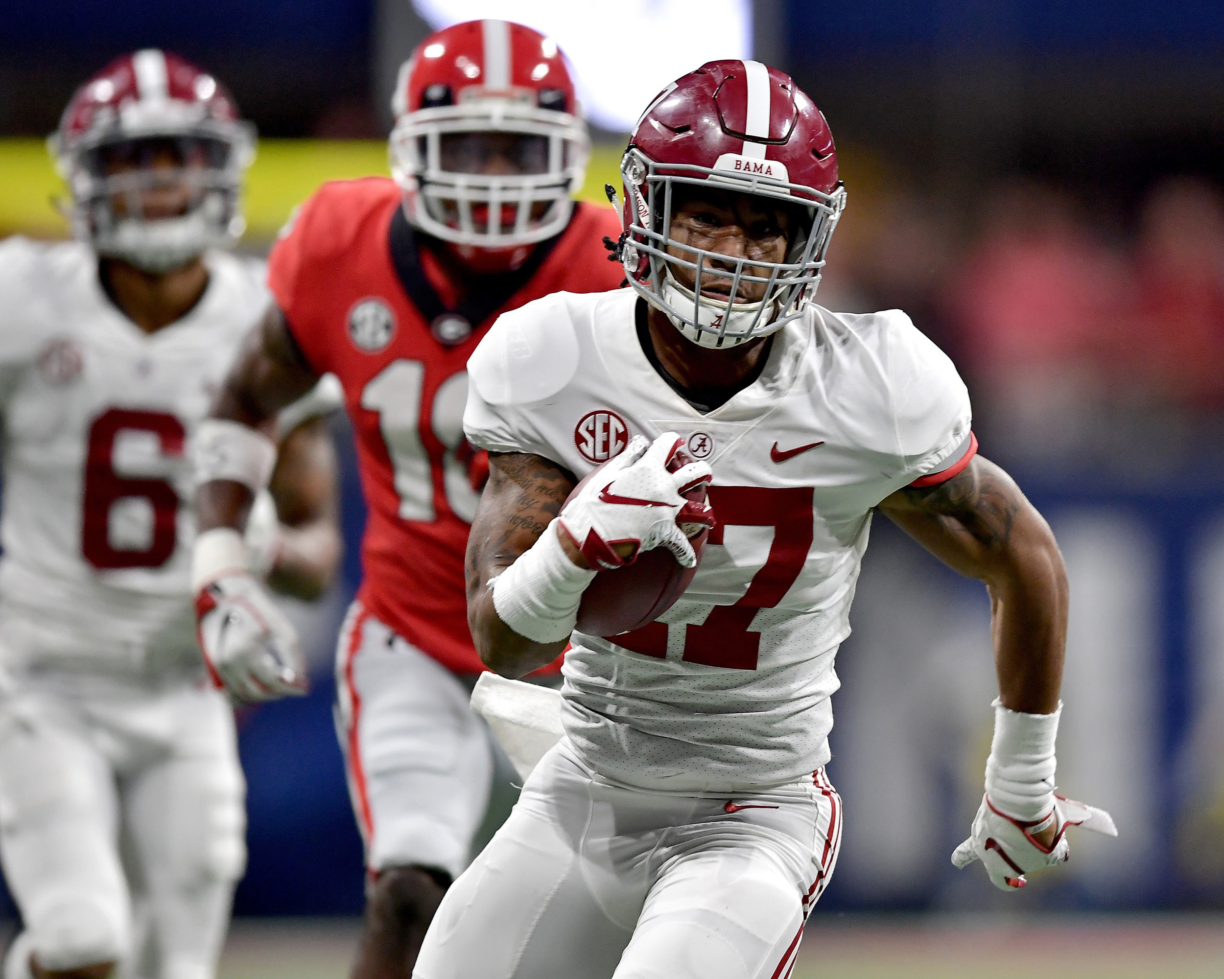 Alabama Crimson Tide wide receiver Jaylen Waddle (17) on his way to touchdown during the second half of the 2018 SEC Championship football game against the Georgia Bulldogs at Mercedes-Benz Stadium in Atlanta, Ga., on Dec. 1, 2018. Alabama wins 35-28. (Photo by Lee Walls)