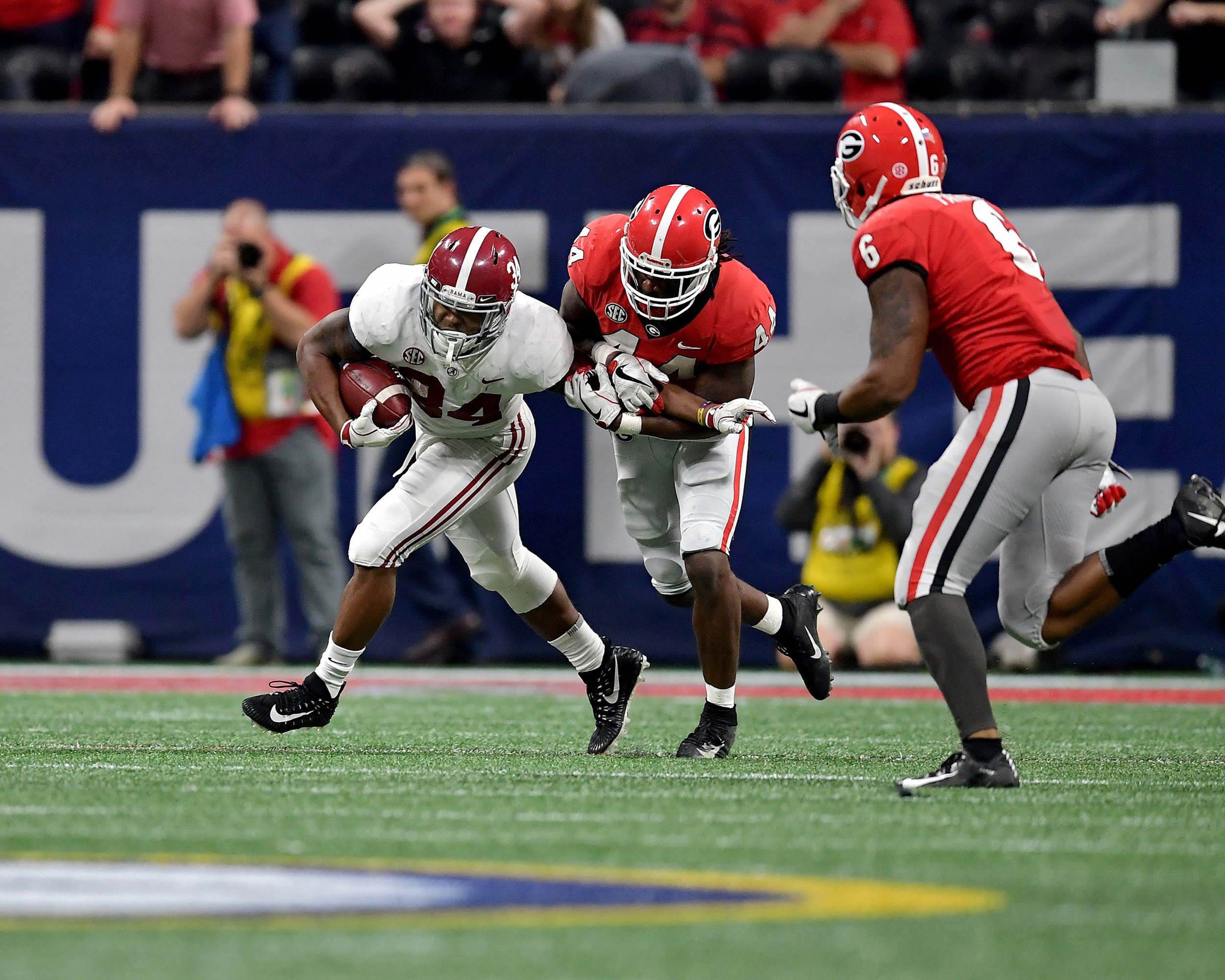 Alabama Crimson Tide running back Damien Harris (34) in action during the second half of the 2018 SEC Championship football game against the Georgia Bulldogs at Mercedes-Benz Stadium in Atlanta, Ga., on Dec. 1, 2018. Alabama wins 35-28. (Photo by Lee Walls)