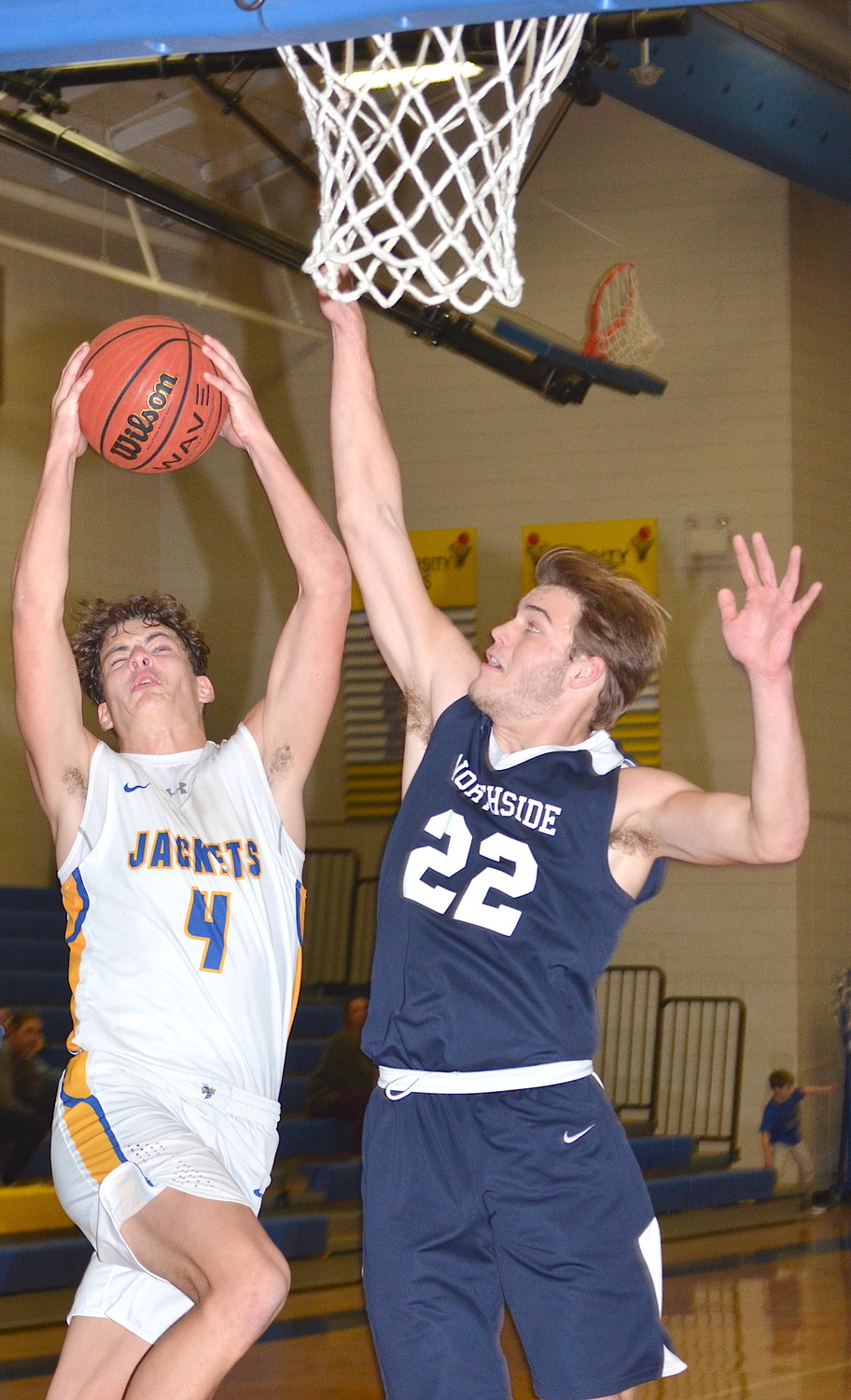 Curry's Colt Aaron (4) goes up for a shot as Northside's James Lake (22) defends. The Yellow Jackets won their sixth straight game, beating the Rams 52-44 on Tuesday night.