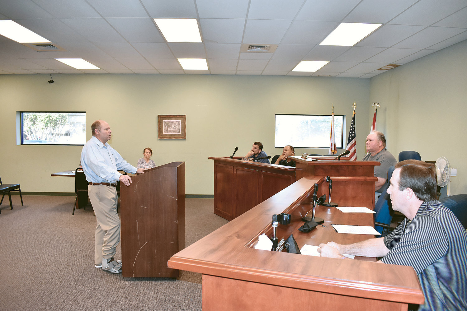 Municipal Judge Ken Guin speaks to the Carbon Hill City Council Monday night about his desire to allow people to use checks, credit cards and debit cards to pay court fines.