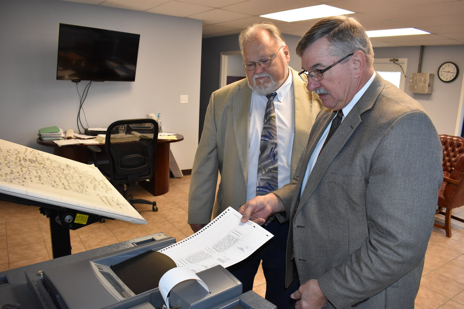 A. Lee Tucker, left, is seen during a voting machine test in 2018 with then-Probate Judge Rick Allison. Tucker, the current probate judge, said the county's voting machines will now have to be replaced.