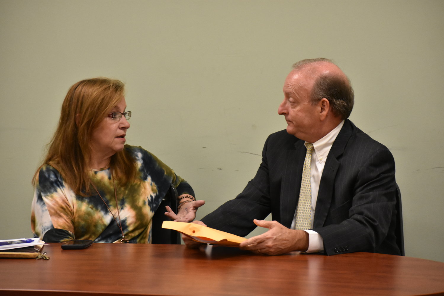 Carbon Hill City Clerk Nanette Brown, left, talks to Fayette accountant Rick McCabe Monday night after Mayor Mark Chambers indicated he would appoint McCabe to help the city catch up with audit statements since 2013.