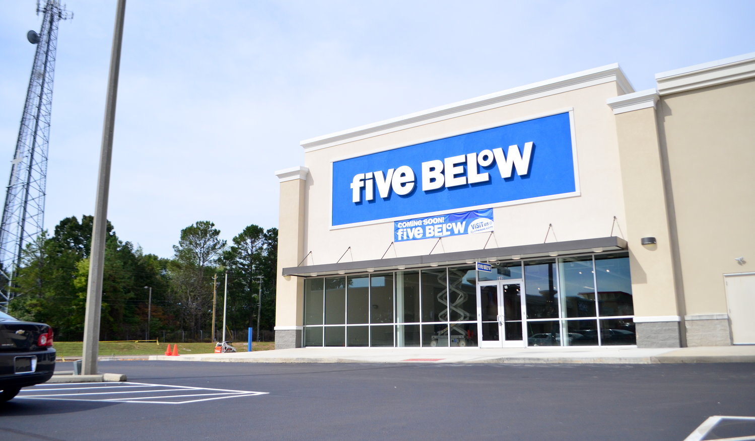 A public relations representative with Five Below has confirmed via email to the Daily Mountain Eagle that Jasper's Five Below will have a 2020 opening. An official opening date has not been set. While the store itself has been constructed in the Jasper Square Shopping Center, work continues on the inside of the building. A new parking lot is also in the works next to the business. Five Below is one of few growing retail chains across the country and sells a variety of items — all for under $5.