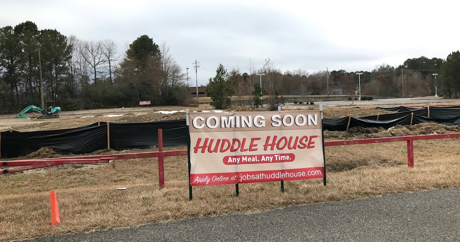 Huddle House will open in Jasper next year, right next to Applebee's, also scheduled to open in 2020.