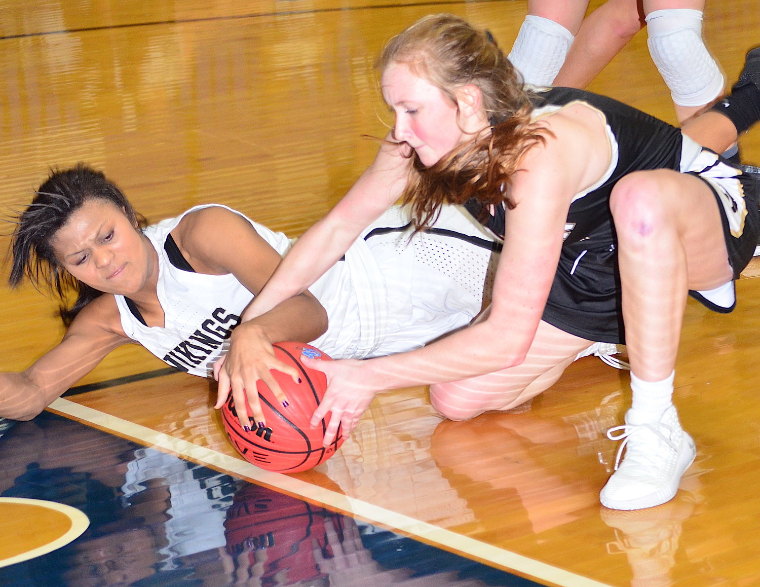 Jasper's Alex Oliver, left, battles a Hayden player for a loose ball during their area tournament game on Tuesday. Jasper won 40-38.