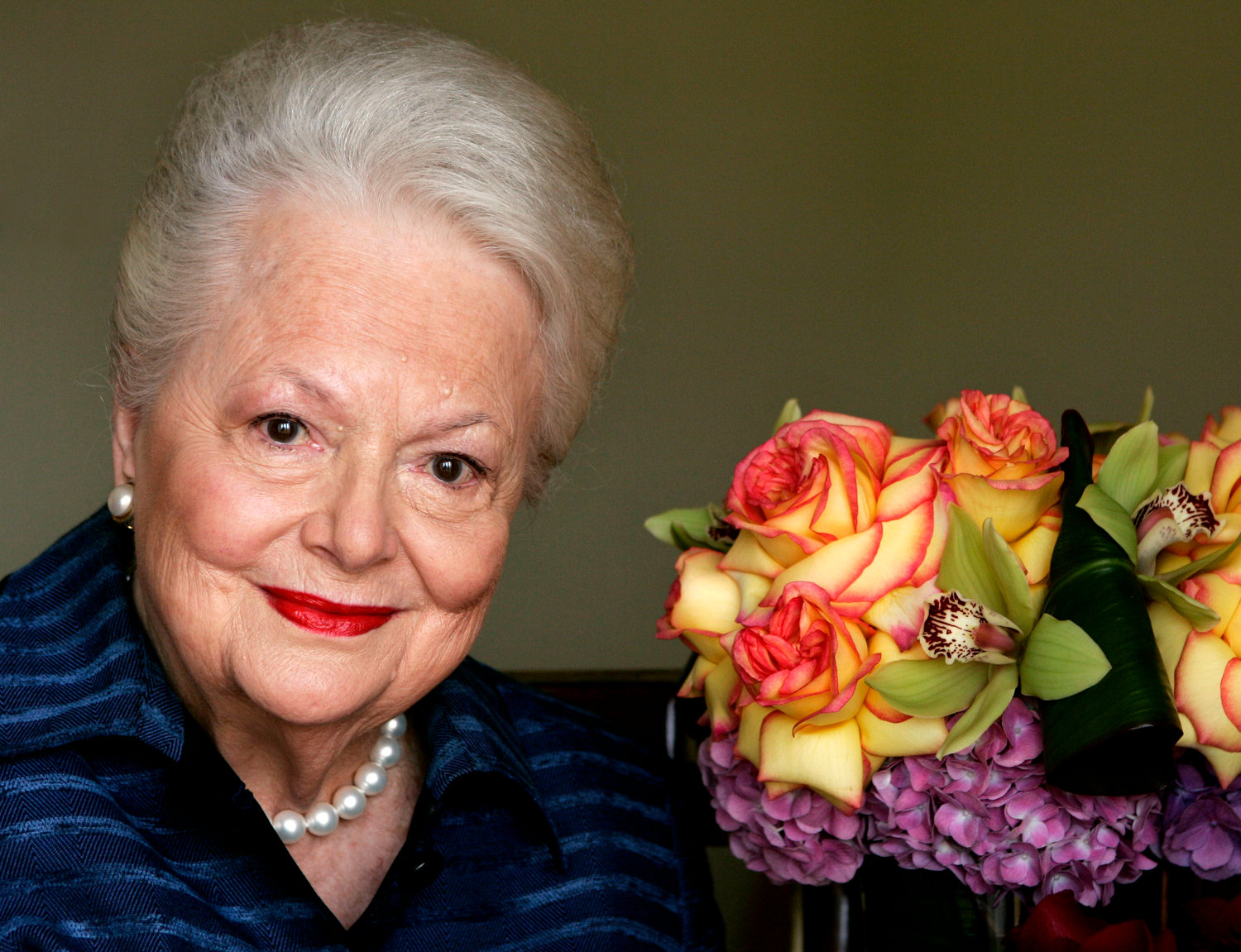 "In this file photo dated Wednesday, Sept. 15, 2004, Actress Olivia de Havilland, who played the doomed Southern belle Melanie in ""Gone With the Wind,"" poses for a photograph, in Los Angeles, USA.  Olivia de Havilland, Oscar-winning actress has died, aged 104 in Paris,  publicist says Sunday July 26, 2020. (AP Photo/Kevork Djansezian, FILE)"
