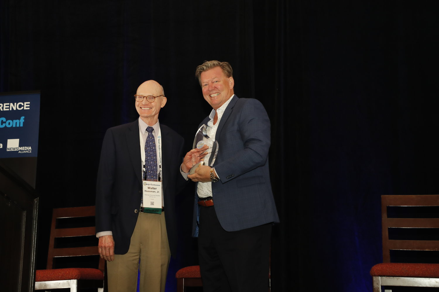 Dave Kennedy, of the Honolulu Star-Advertiser and 2018 recipient of the Mega-Innovation Award, presents Walter E. Hussman Jr., of the Arkansas Democrat-Gazette, with this year's Mega-Innovation Award. (Photo by Bob Booth)
