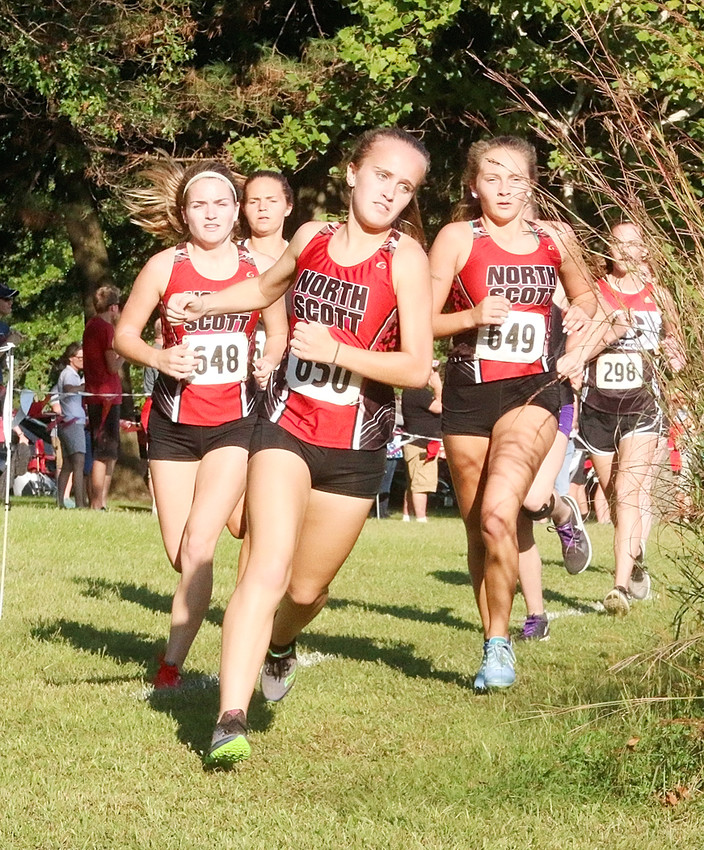 Sommer Clydesdale (648), Zoe Warm (650) and Presley Case (649) stick together early in the race.