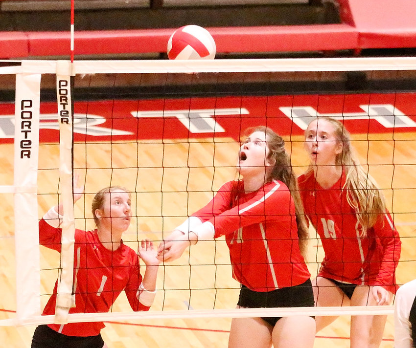 With teammates Sam Lee (l) and Emma Powell watching her every move, junior Lexi Richards keeps her eye on the ball while trying to make a pass at Saturday's Lancer Invitational.