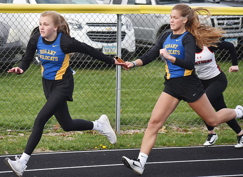 Mackenzie Oberlander takes the baton from Ally Happ in the 4x200 relay.