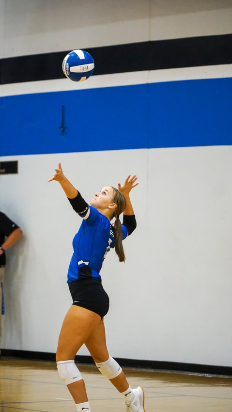 Rylie Goodale serves one up for the Comets.