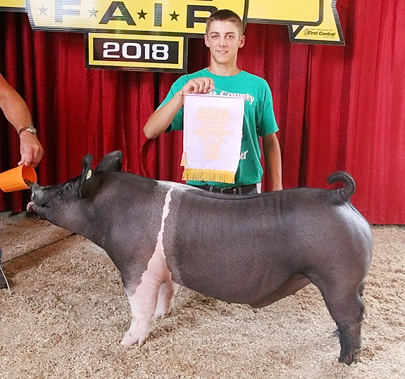 Lane Vander Heiden showed the Reserve Champion Market Barrow, which stood Fifth Overall.