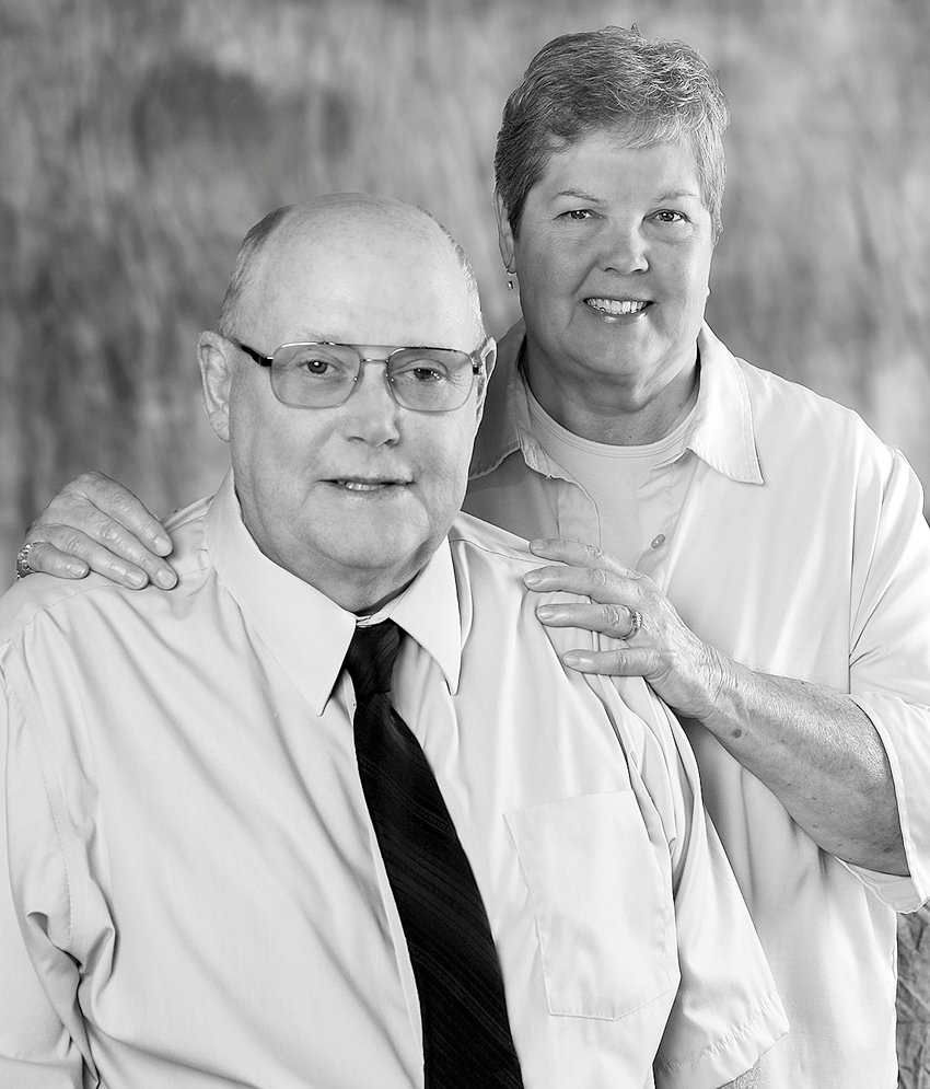 Mr. and Mrs. Larry Schlapkohl