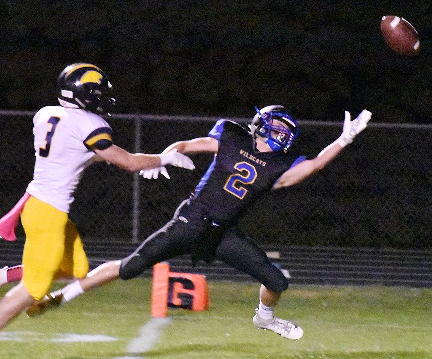 Durant's Aydin Flockhart reaches for a pass in the end zone.