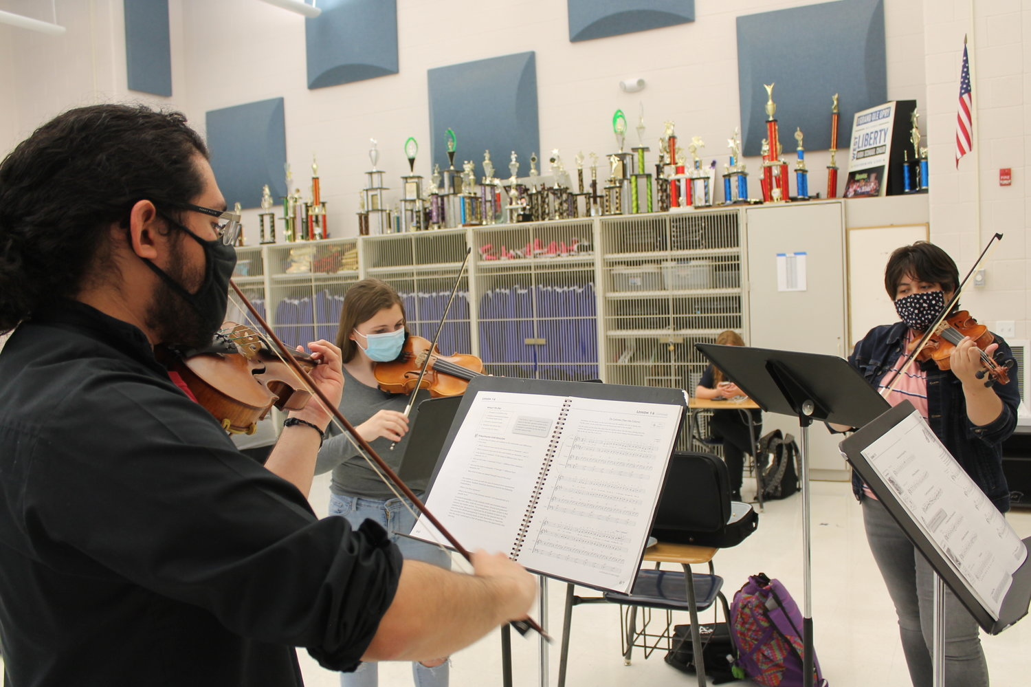 Guillermo Najarro, instructor, works with sophomores Beatric Goldberry and Ashley Barahona