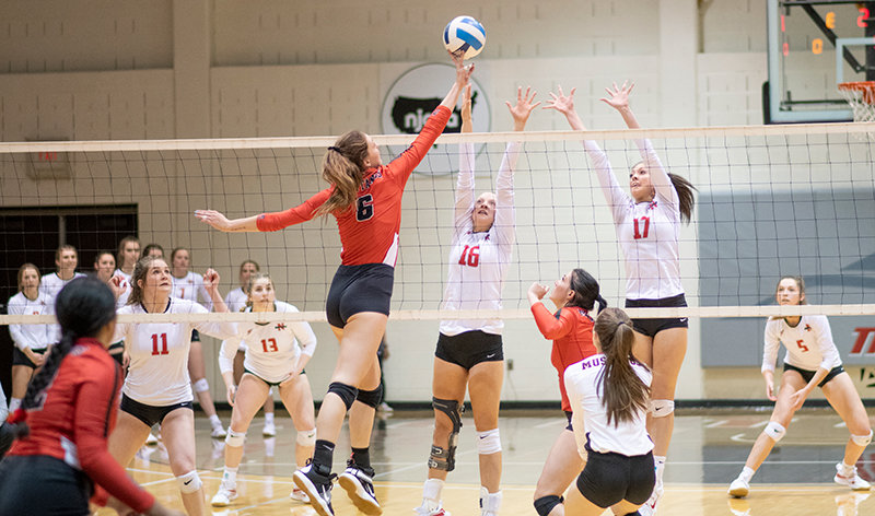 Sabree Adams and Baylee Peterson attempt to block a return from Western Wyoming as Mollee Krum, Karli Steiner and Shante Falslev watch in Friday's three-set win. The Trappers hit above .300 in every set in the sophomore night victory.