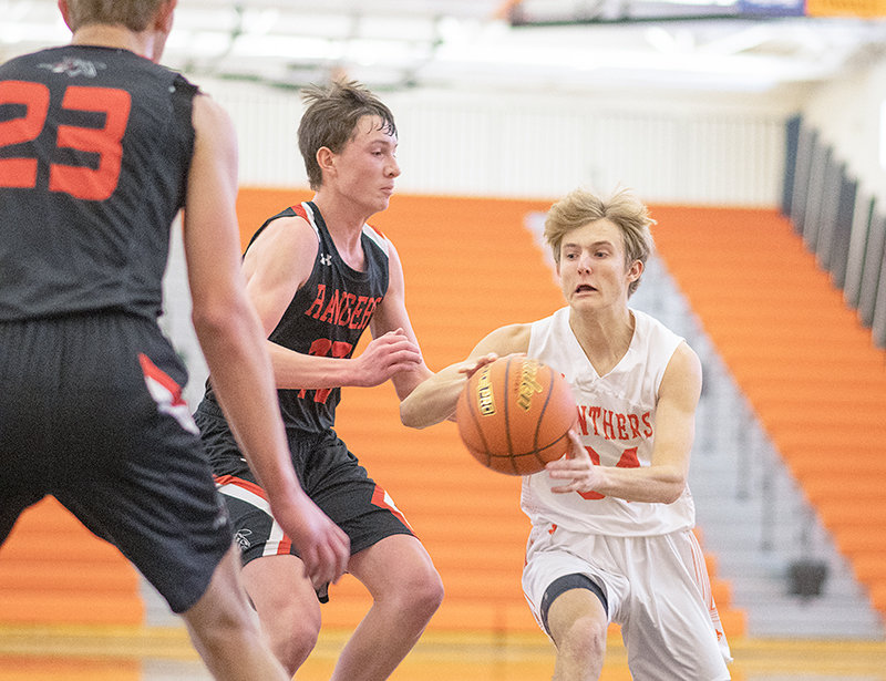 Powell High School junior Keaton Rowton throws a bounce pass Friday in the Panthers' 73-32 win over Pinedale. PHS is 10-2 overall following the wins over Pinedale and Kemmerer.
