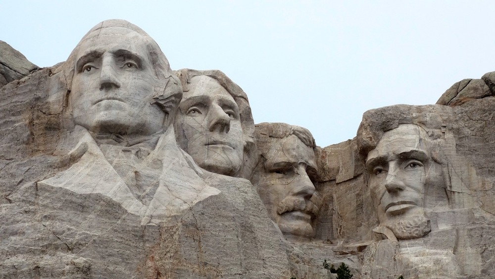 George Washington and Thomas Jefferson, along with Teddy Roosevelt and Abraham Lincoln on Mount Rushmore, were men of the Age of Enlightenment who worked on declaring our freedom from England and writing the Constitution. They shouldn't be compared with Robert E. Lee or Stonewall Jackson, says letter writer Richard Ammon.