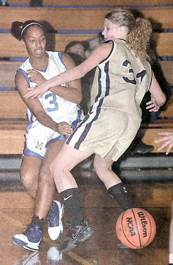 Middletown won its own Blue Raider Tip-Off Tournament last weekend. Dea Dixon feeds Kelly Brennan against Halifax.