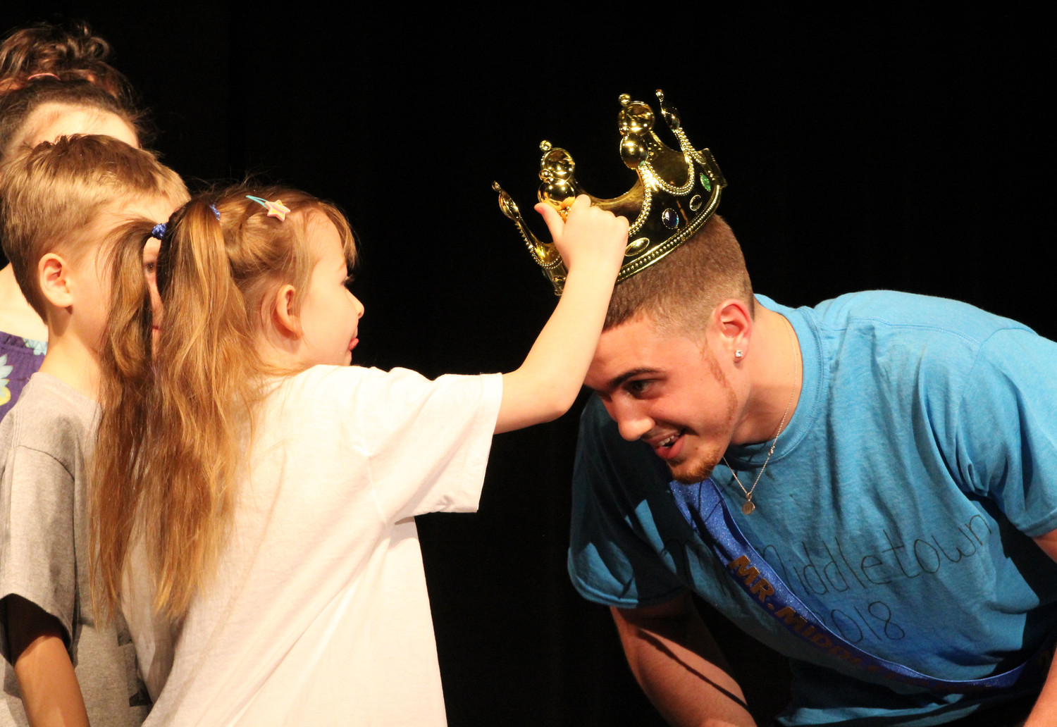 Zayla Gora crowns Tré Leach Mr. Middletown on April 13.