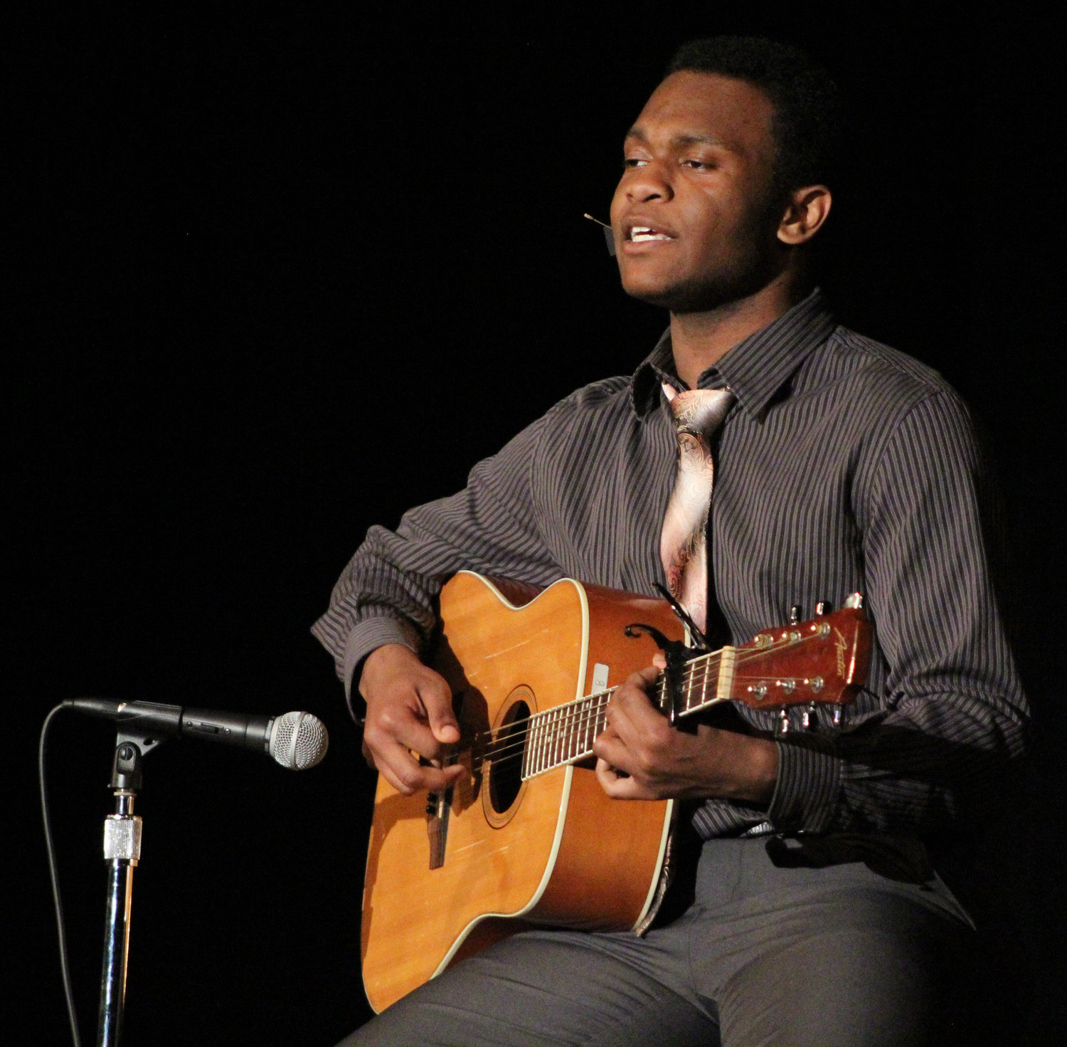 "Jordan Neal sings Julia Michaels' ""Issues"" during Mr. Middletown on March 29."