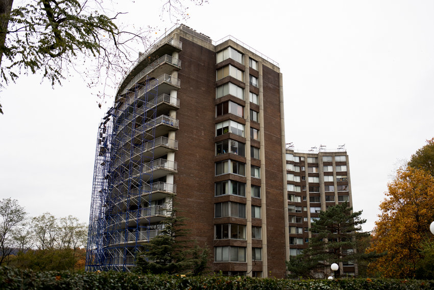 Residents gathered at a contentious meeting Nov. 13 at the Hayden-on-the-Hudson condominium in Riverdale. There, dozens of concerned homeowners called for full resignation of their board of managers for allegedly mishandling costly repairs mandated by local law.