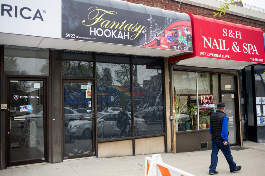 Fantasy Hookah didn't even last a week on Riverdale Avenue just north of West 259th Street. For a brief moment in time, the shop offered all manner of smoking equipment — pipes, bowls, bongs and tobacco, among other things. The store shuttered following an outcry from community members.